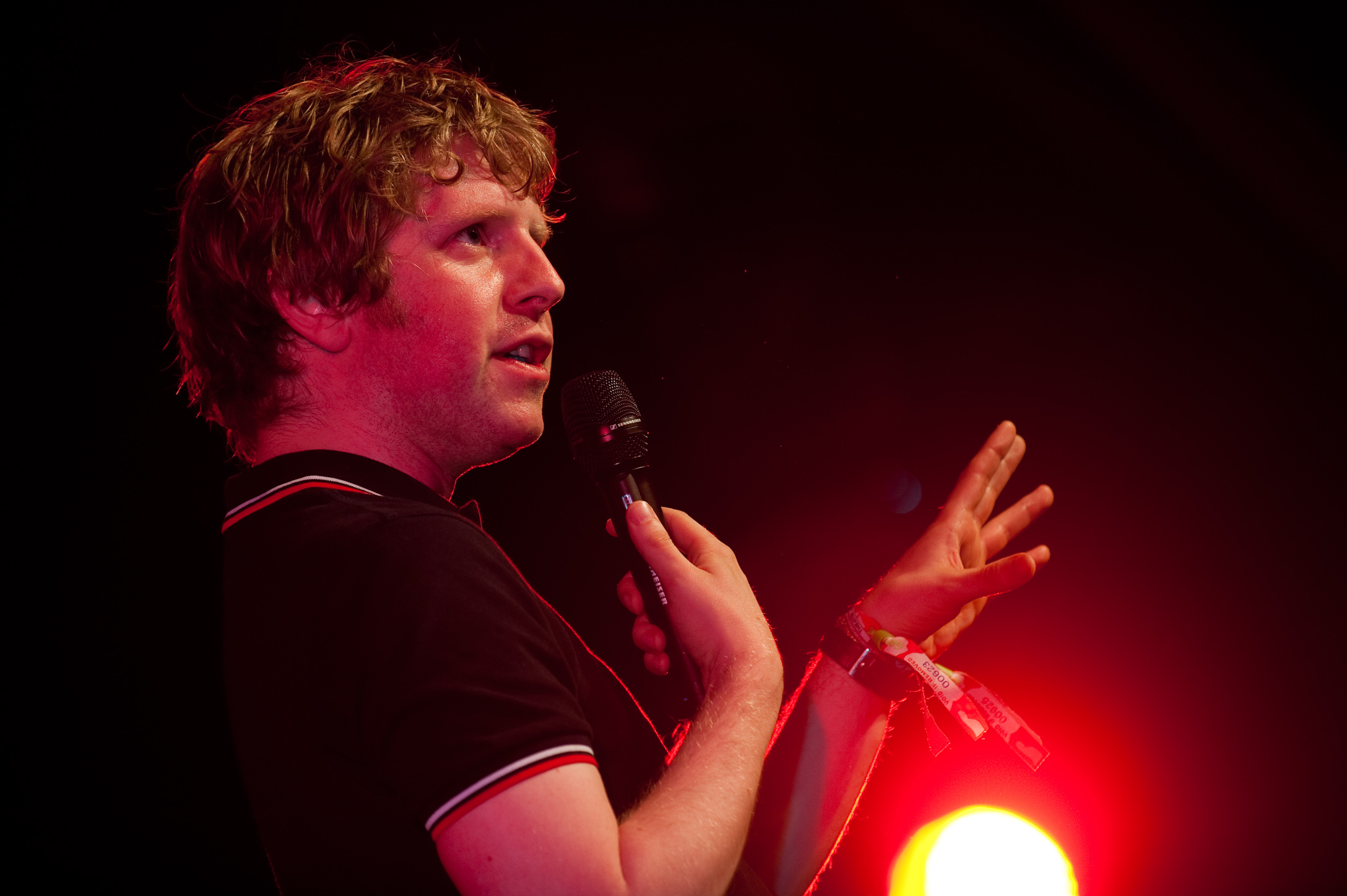 The 35-year old son of father (?) and mother(?) Josh Widdicombe in 2018 photo. Josh Widdicombe earned a  million dollar salary - leaving the net worth at 2 million in 2018