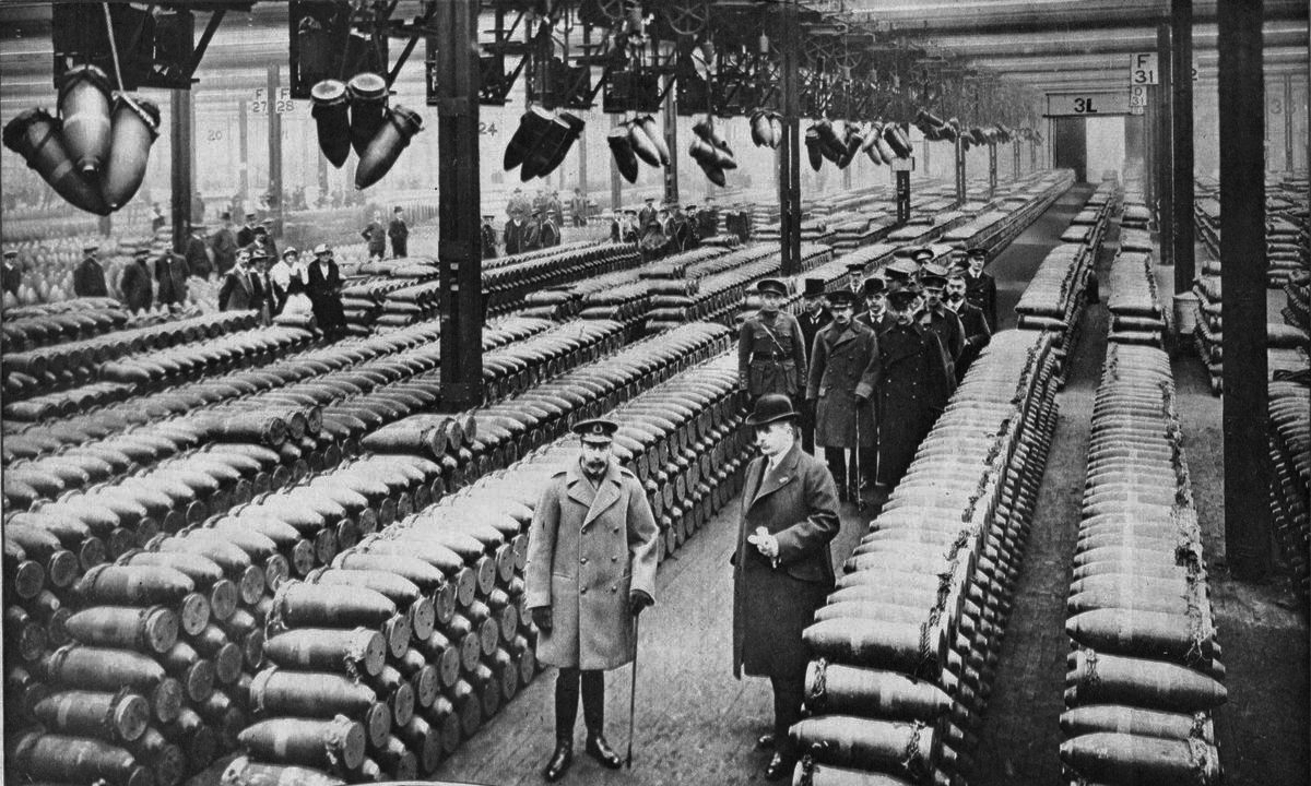 King George V and officials inspecting munitions factory in 1917.PNG
