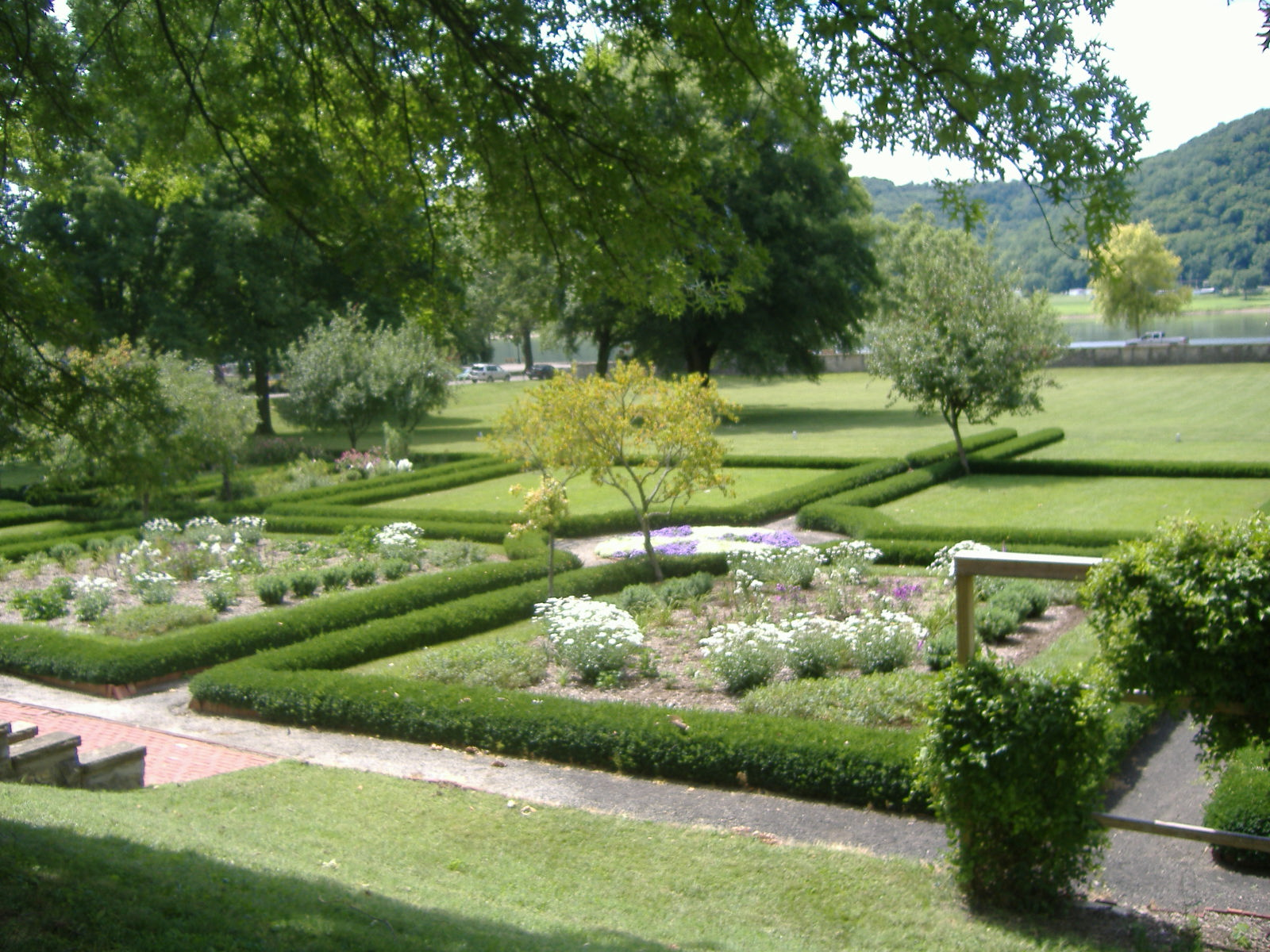 Backyard vertaling for Garden design generator
