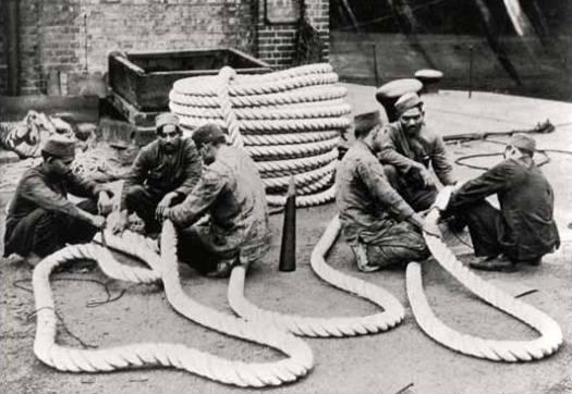 File:Lascars at the Royal Albert Dock.jpg