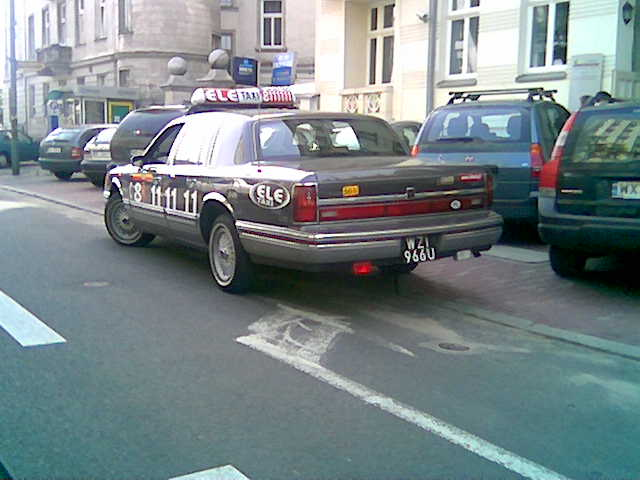 File Lincoln Town Car Taxi Jpg Wikimedia Commons