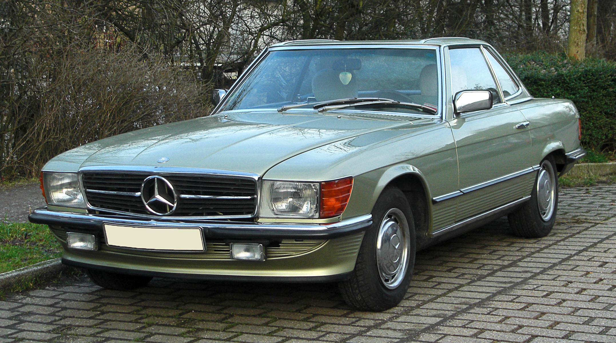 file mercedes benz 280 sl r 107 frontansicht 13 februar 2011 w wikimedia commons. Black Bedroom Furniture Sets. Home Design Ideas