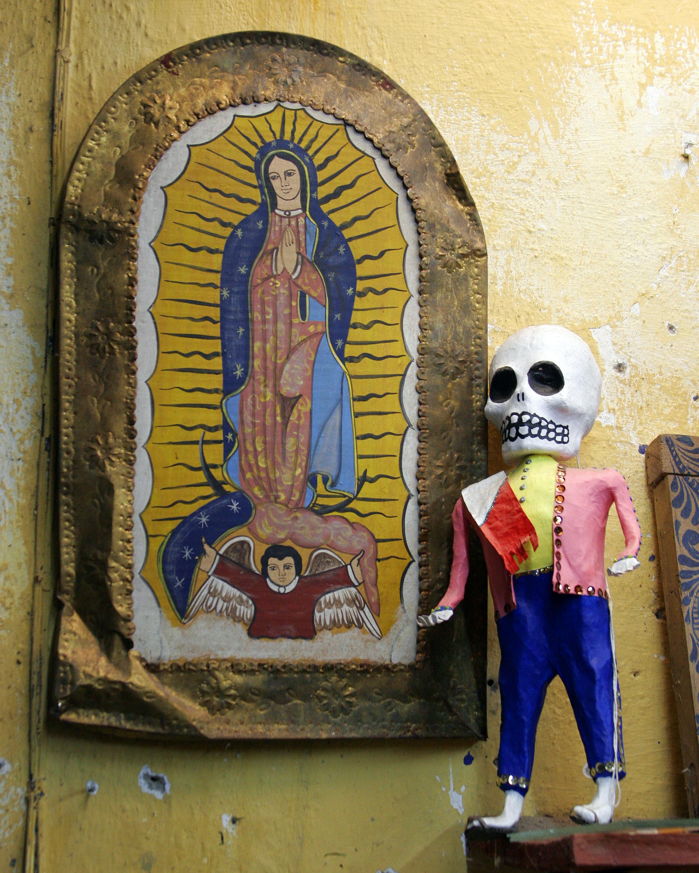 https://upload.wikimedia.org/wikipedia/commons/b/bb/Mexican_folk_art.jpg