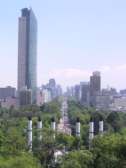 https://upload.wikimedia.org/wikipedia/commons/b/bb/Mexico.DF.Chapultepec.02.jpg