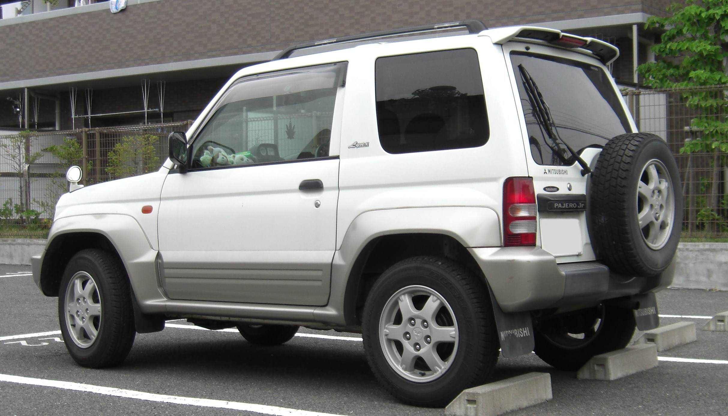 Description Mitsubishi Pajero Jr rear.jpg