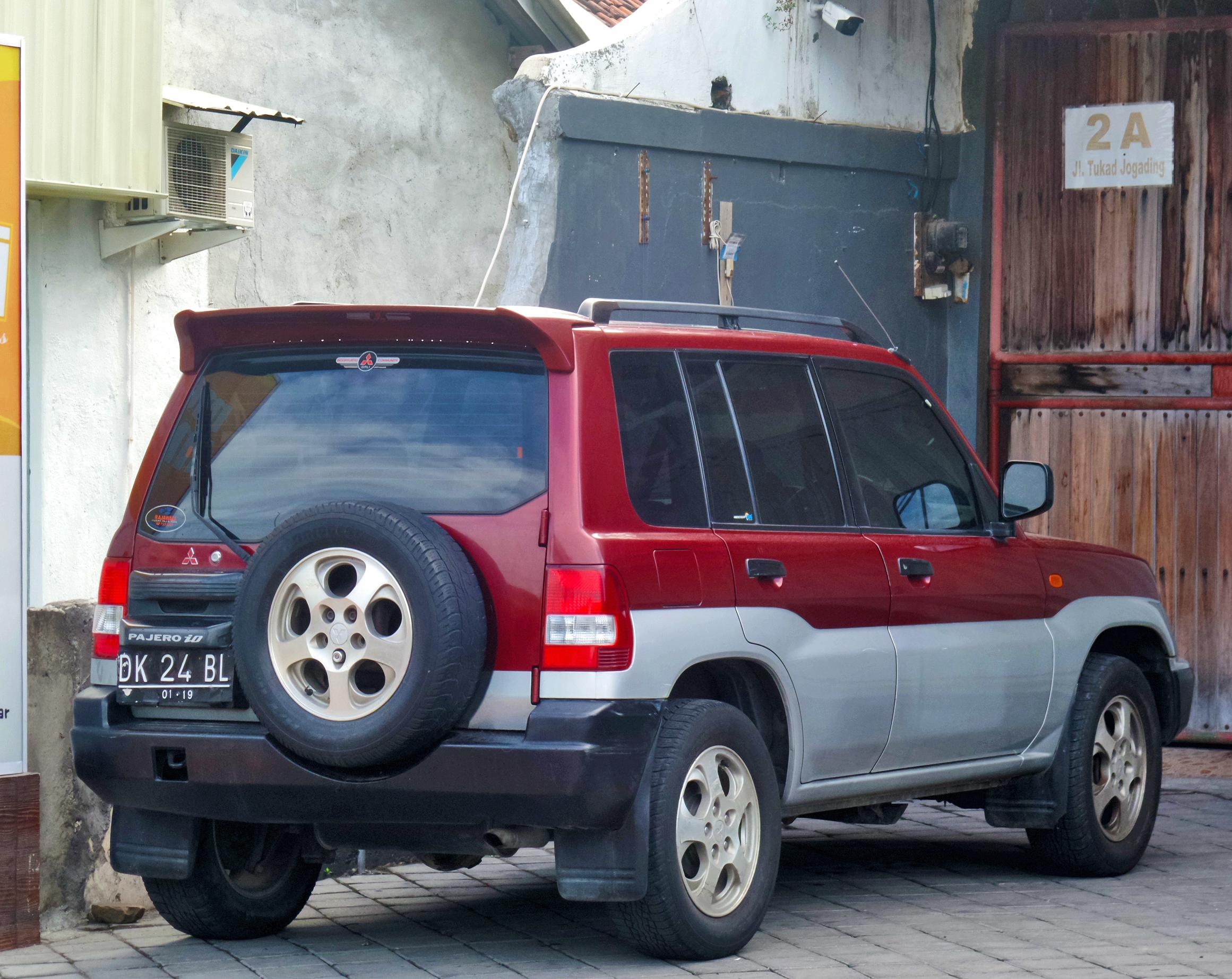 File:Mitsubishi Pajero iO (30973947875).jpg
