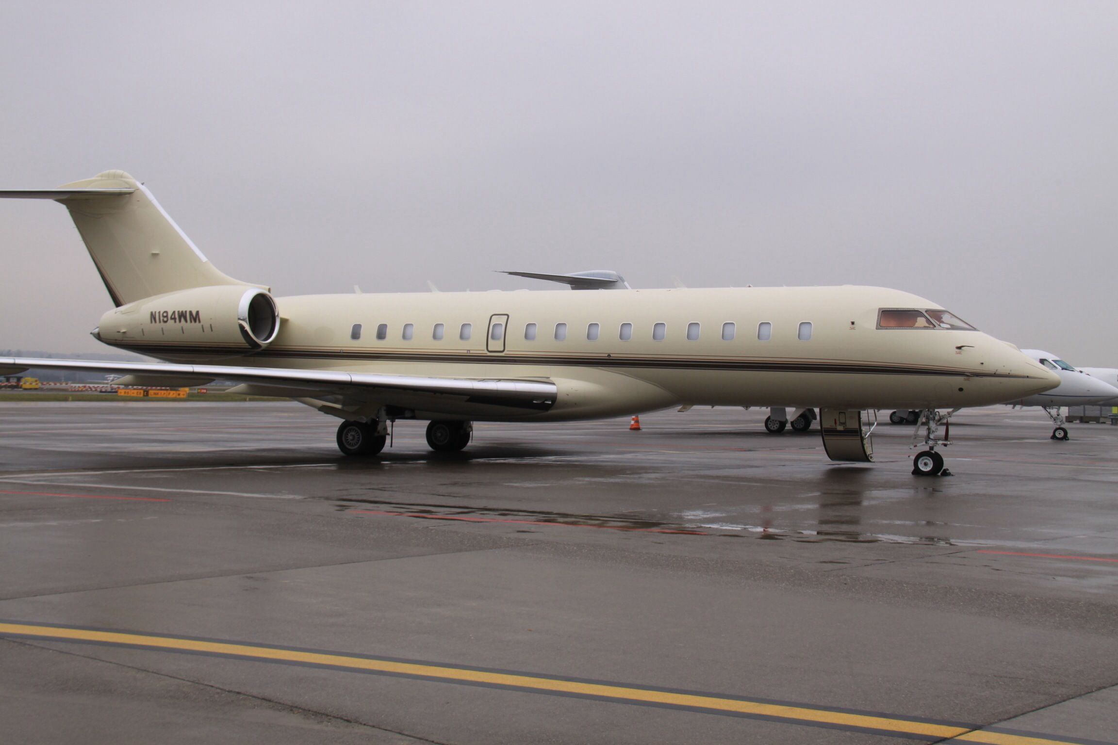 File:N194WM Bombardier Global Express (12675256503).jpg ...