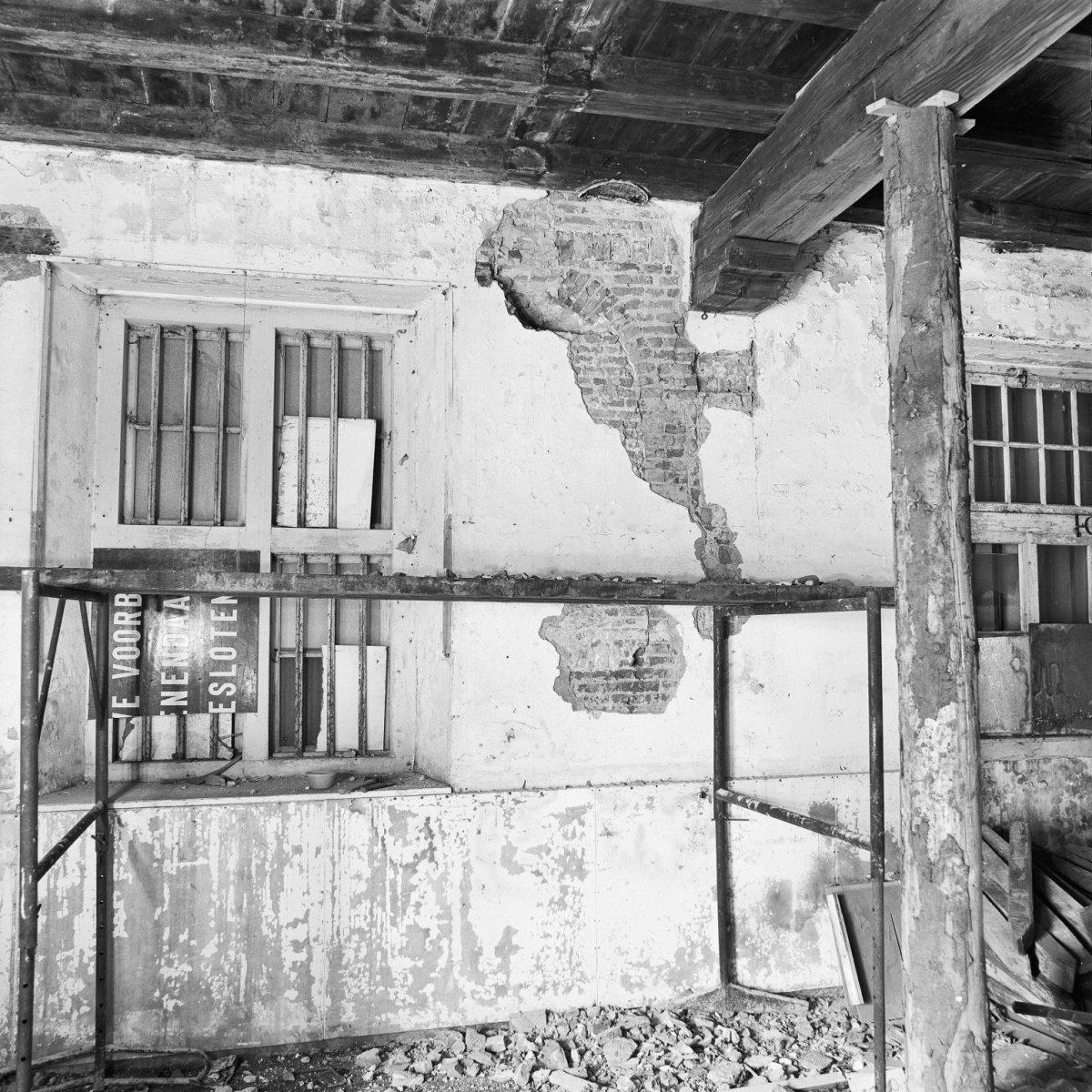 File:Nis in noordwand interieur - Gouda - 20081922 - RCE.jpg ...