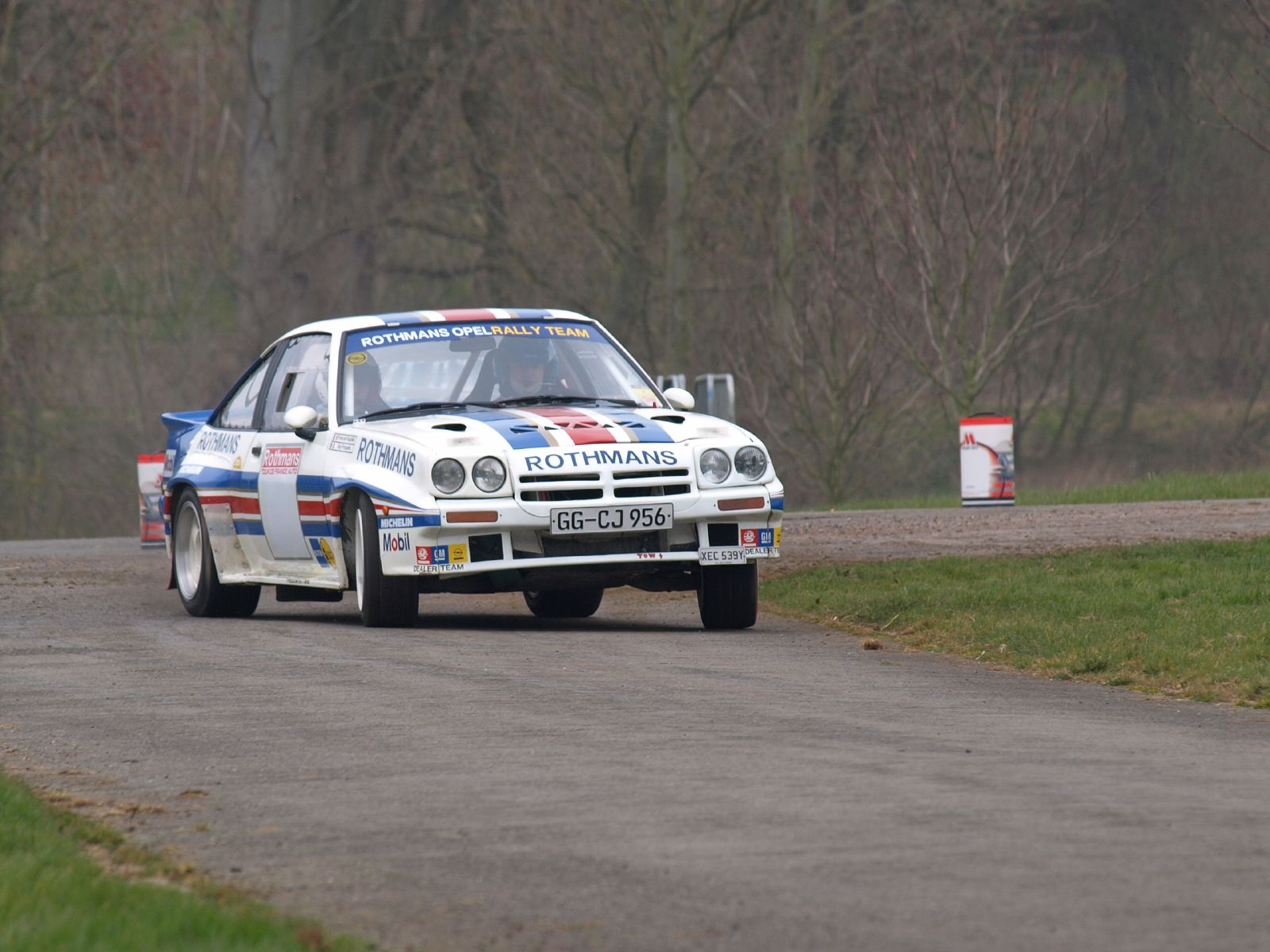 http://upload.wikimedia.org/wikipedia/commons/b/bb/Opel_Manta_400_-_Race_Retro_2008_02.jpg