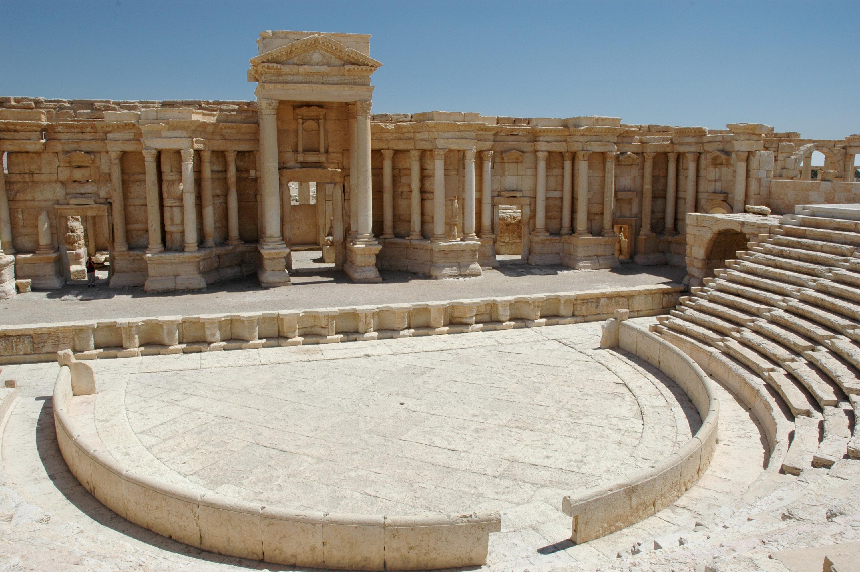 File:Palmira Teatro romano - GAR - 7-01.jpg - Wikimedia Commons