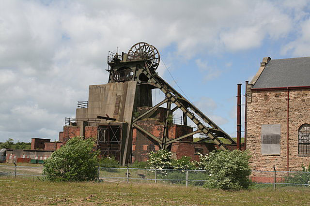Pleasley Pit South Shaft - geograph.org.uk - 855515