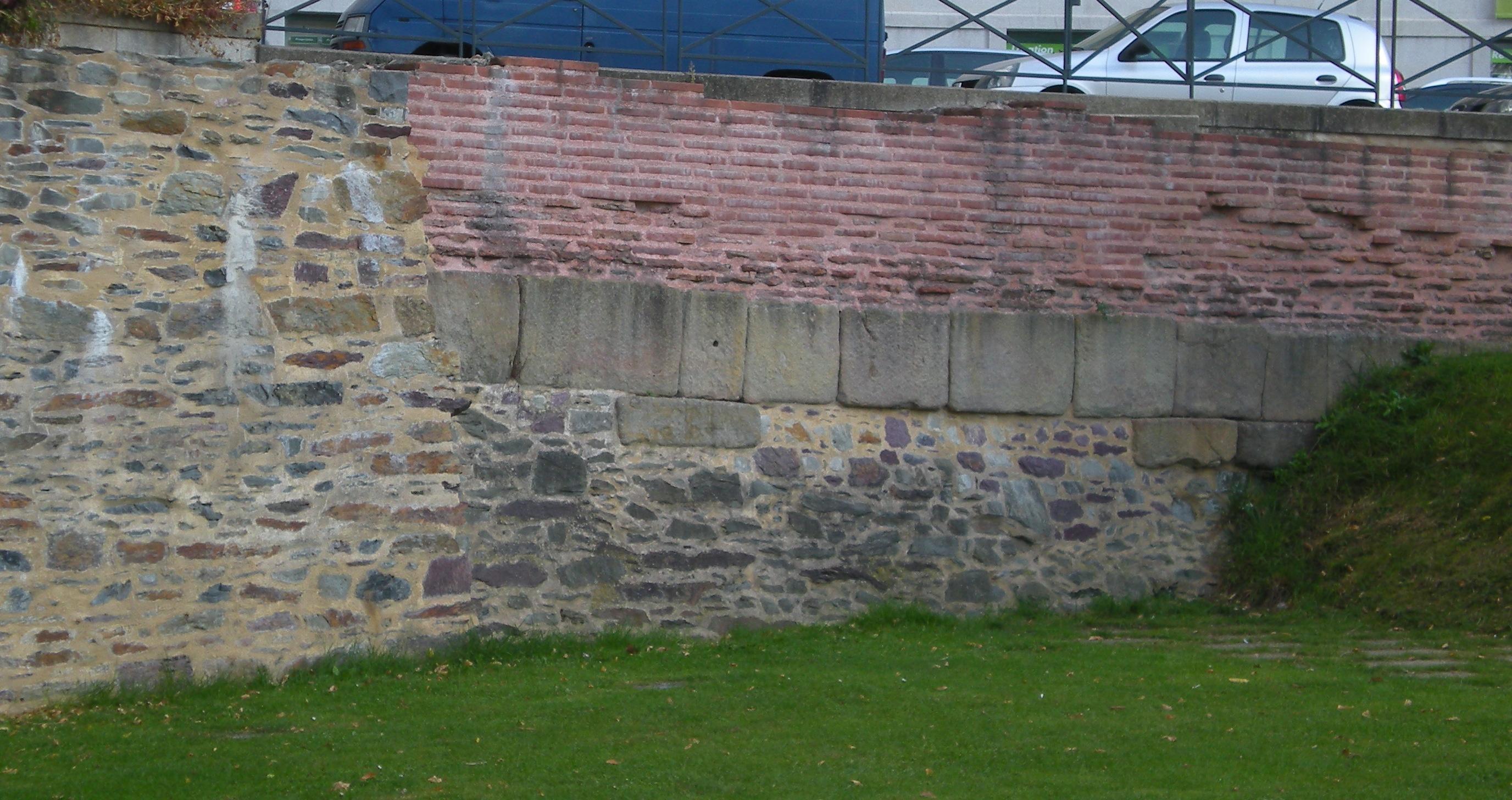 File:Roman wall of Rennes.jpg - Wikimedia Commons
