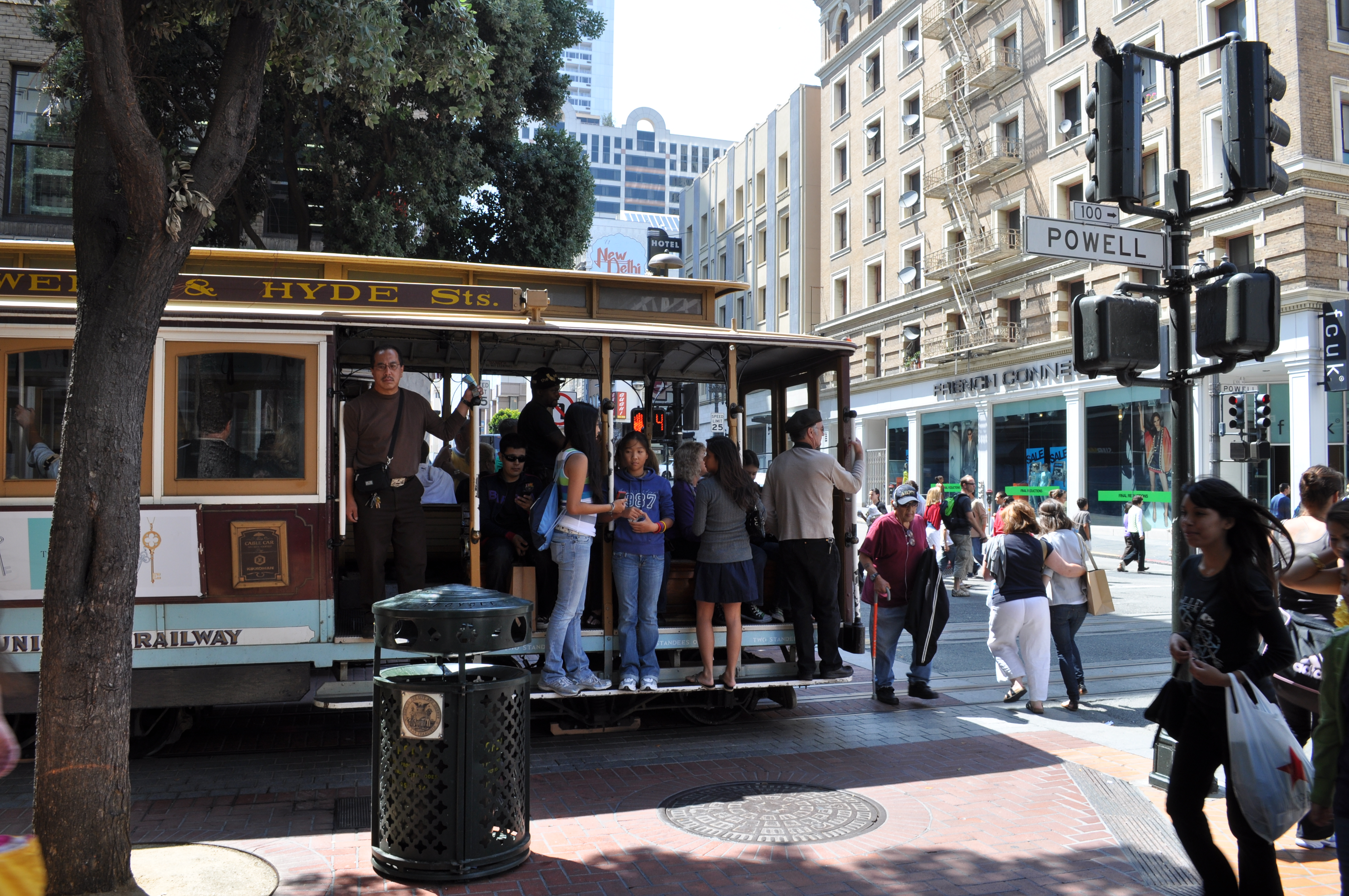File San Francisco Passengers On Powell Street Cable Car