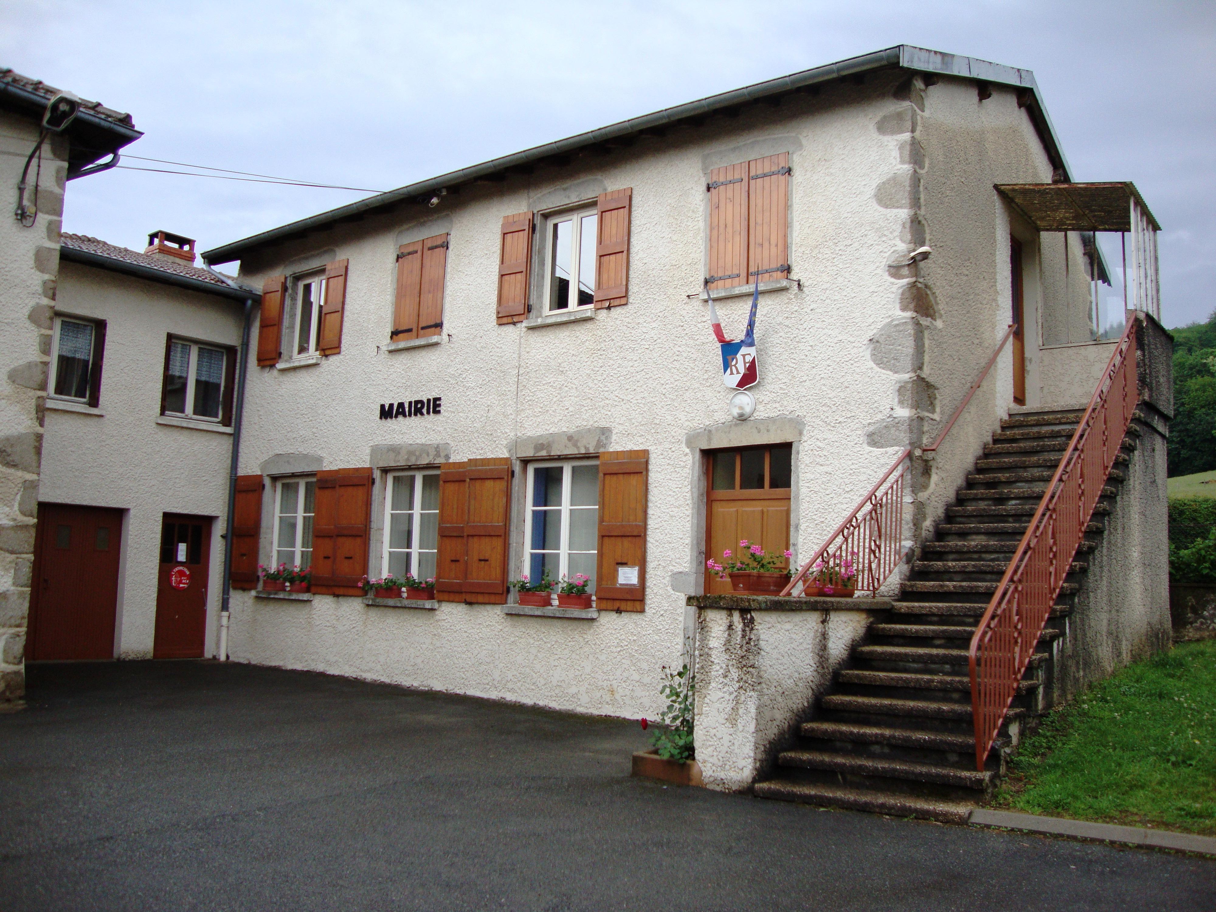 http://upload.wikimedia.org/wikipedia/commons/b/bb/St.Jaques-des-Arr%C3%AAts_%28Rh%C3%B4ne%2C_Fr%29_mairie.JPG