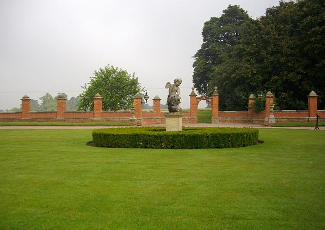 Statue, Hanbury Hall - geograph.org.uk - 984443