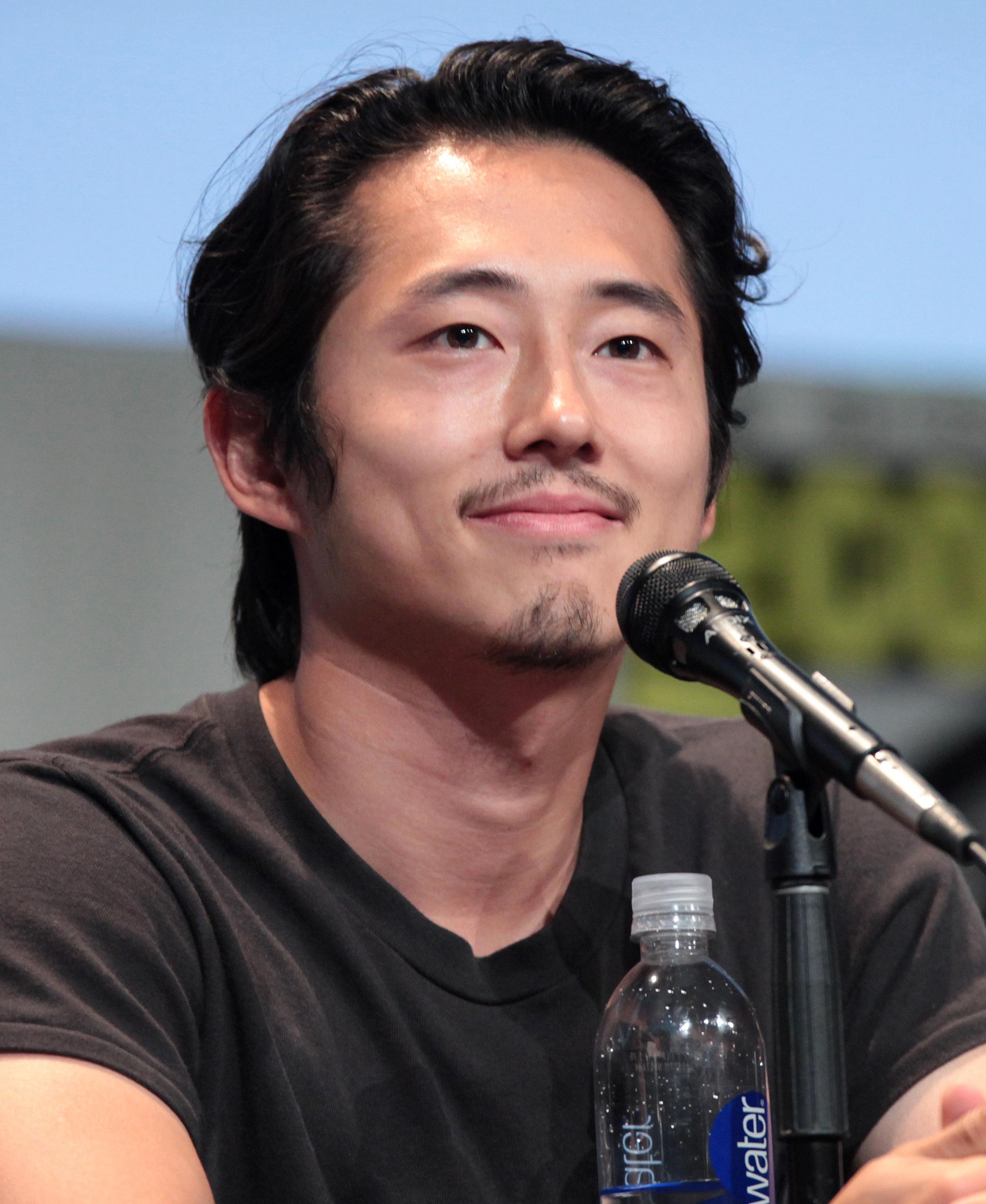 Steven Yeun - Wikipedia