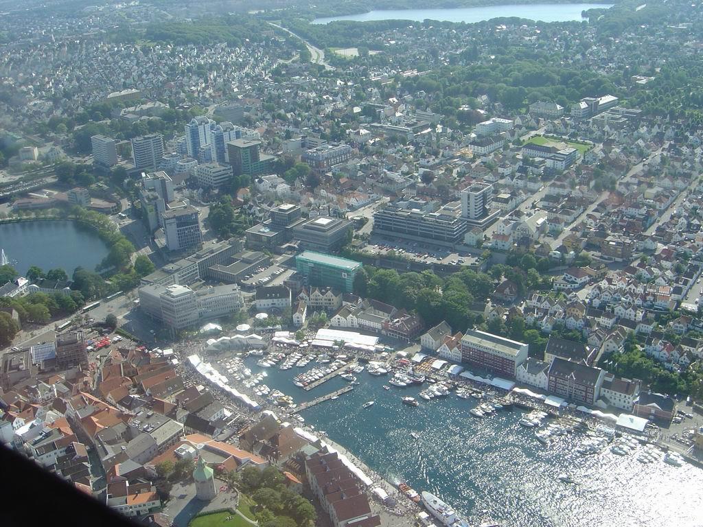 Stavanger frå lufta. Foto: Godztian , CC-BY-SA 3.0-lisens