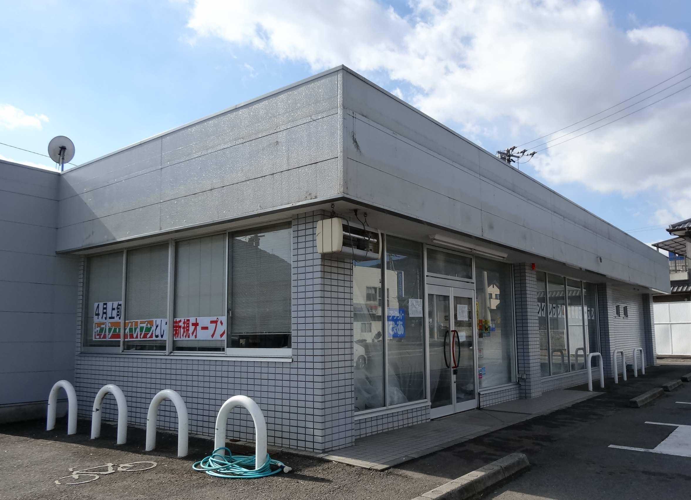 Tokushima Japan  city pictures gallery : Sunkus to 7 Eleven in Tokushima Japan Wikimedia Commons