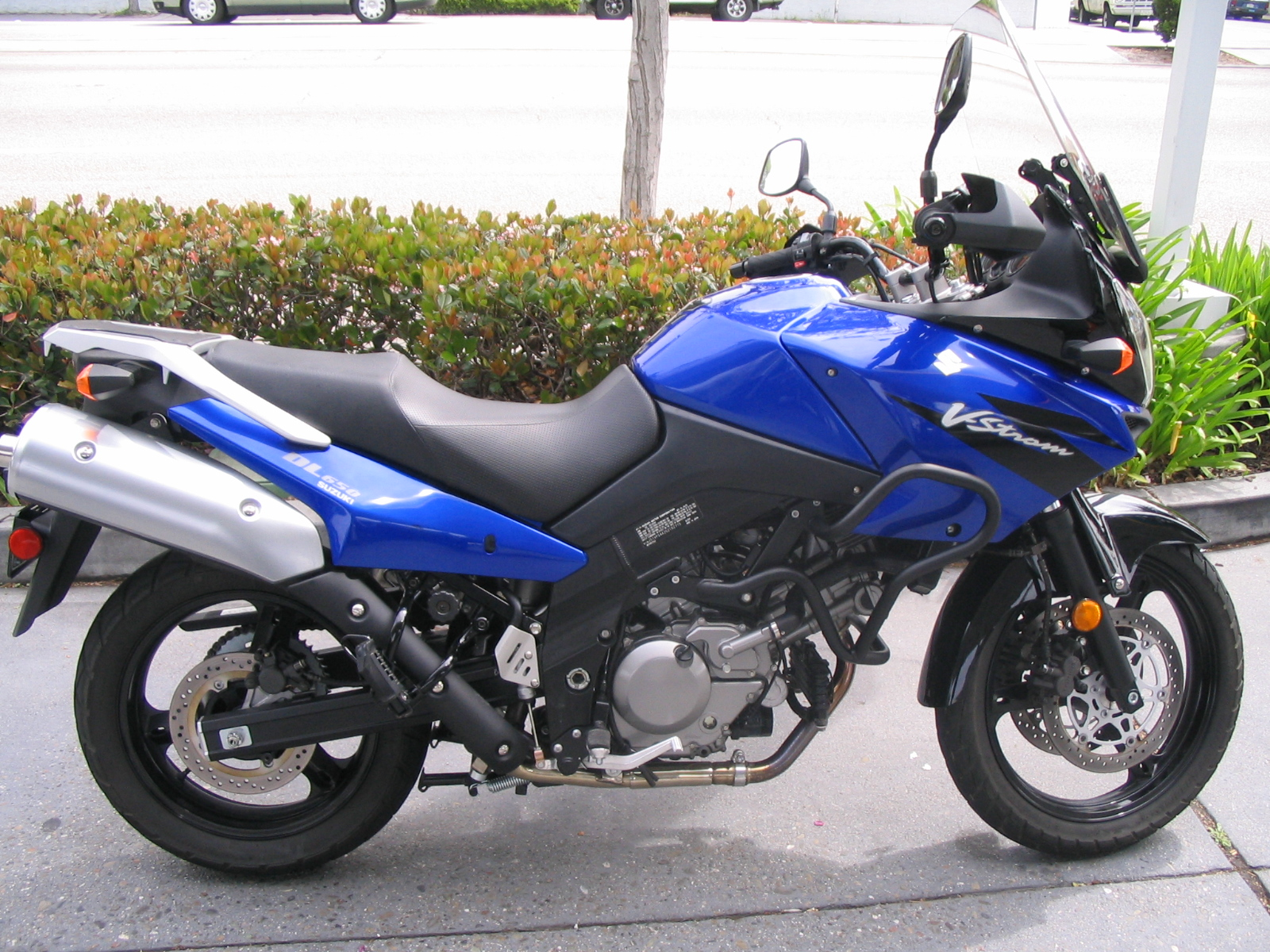 Description suzuki vstrom dl650 motorcycle