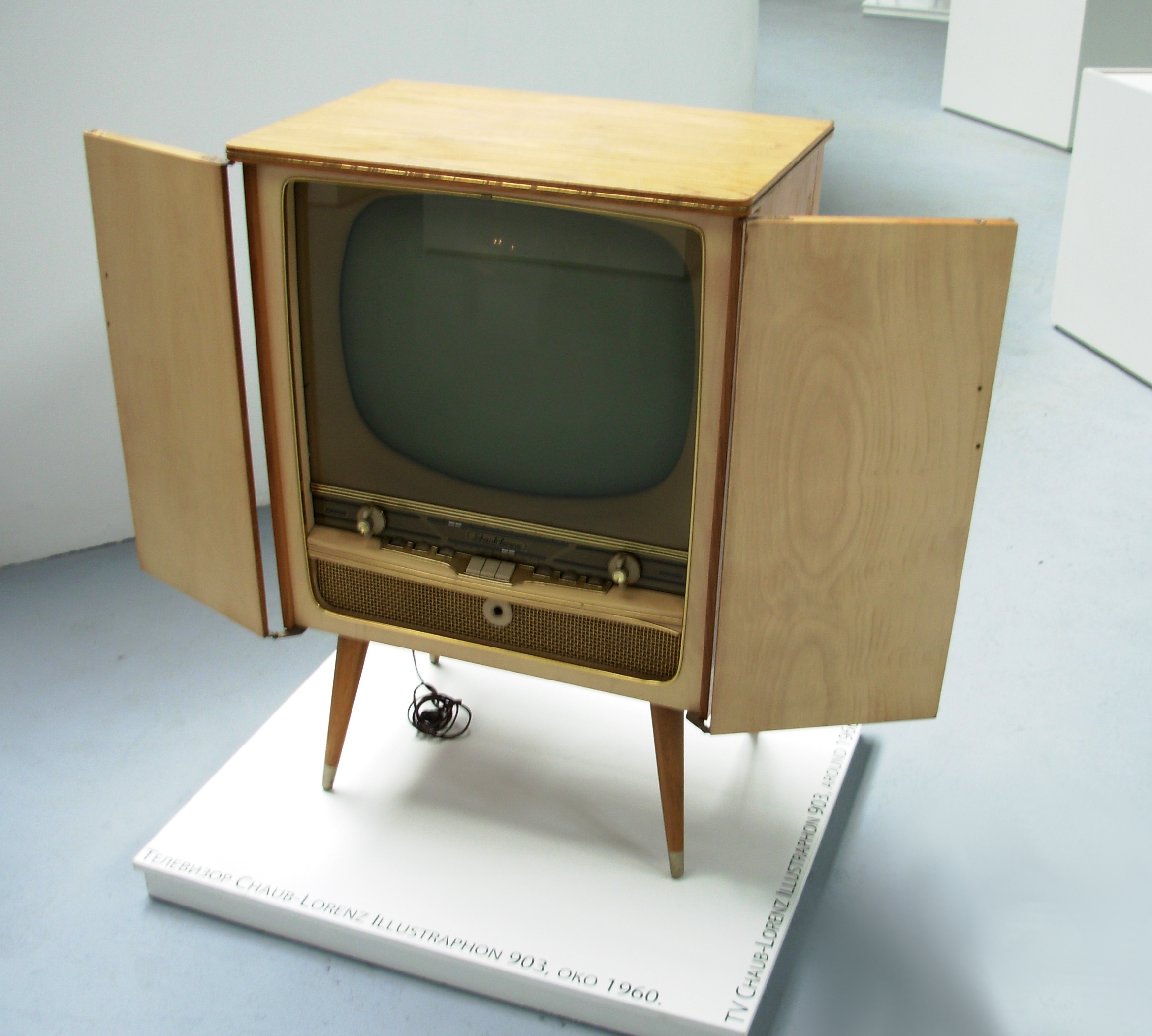 File:Televizor 1960.JPG - Wikimedia Commons