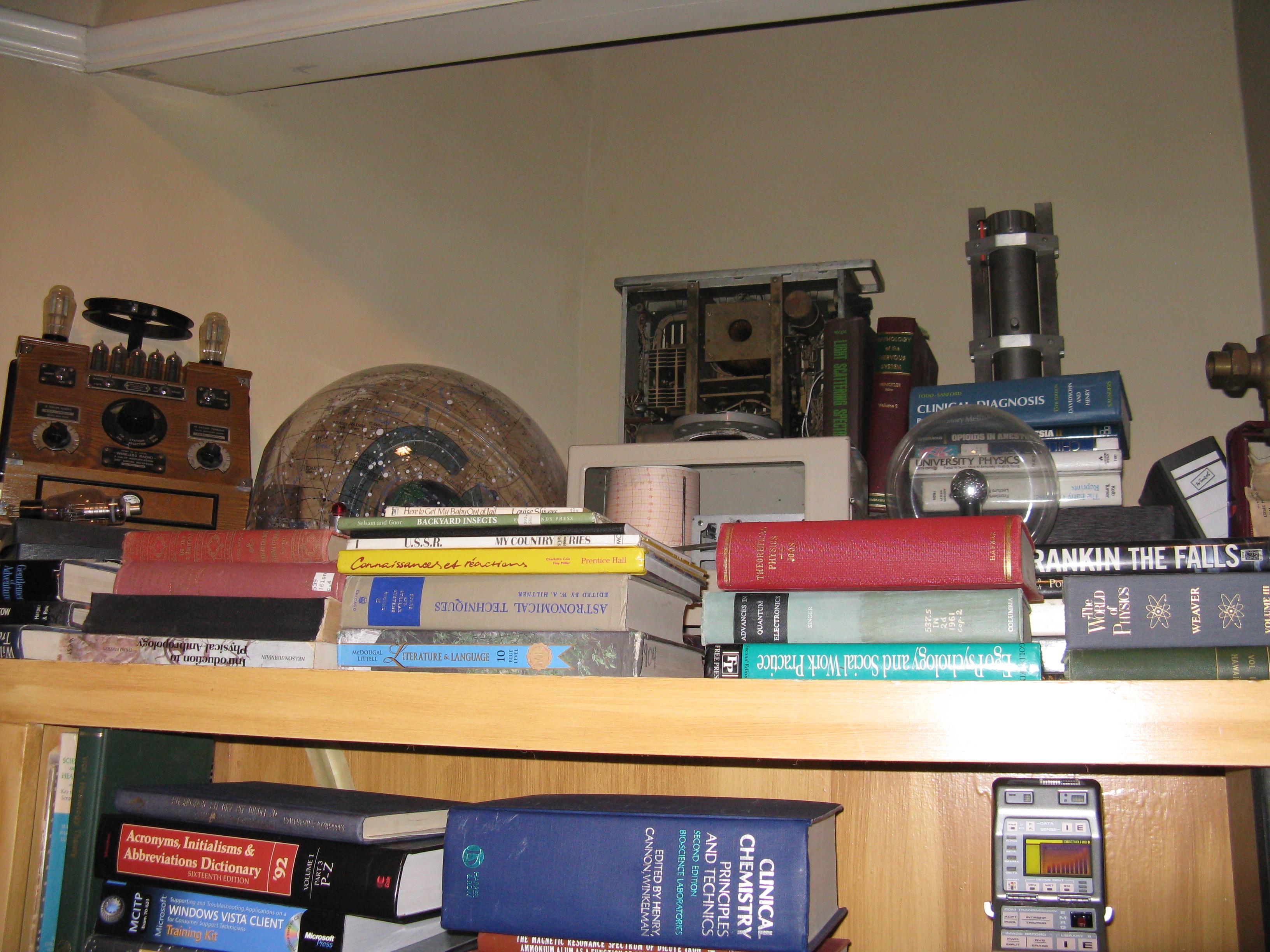 File The Bang Theory Apartment 4a Bookshelf 6163980714 Jpg