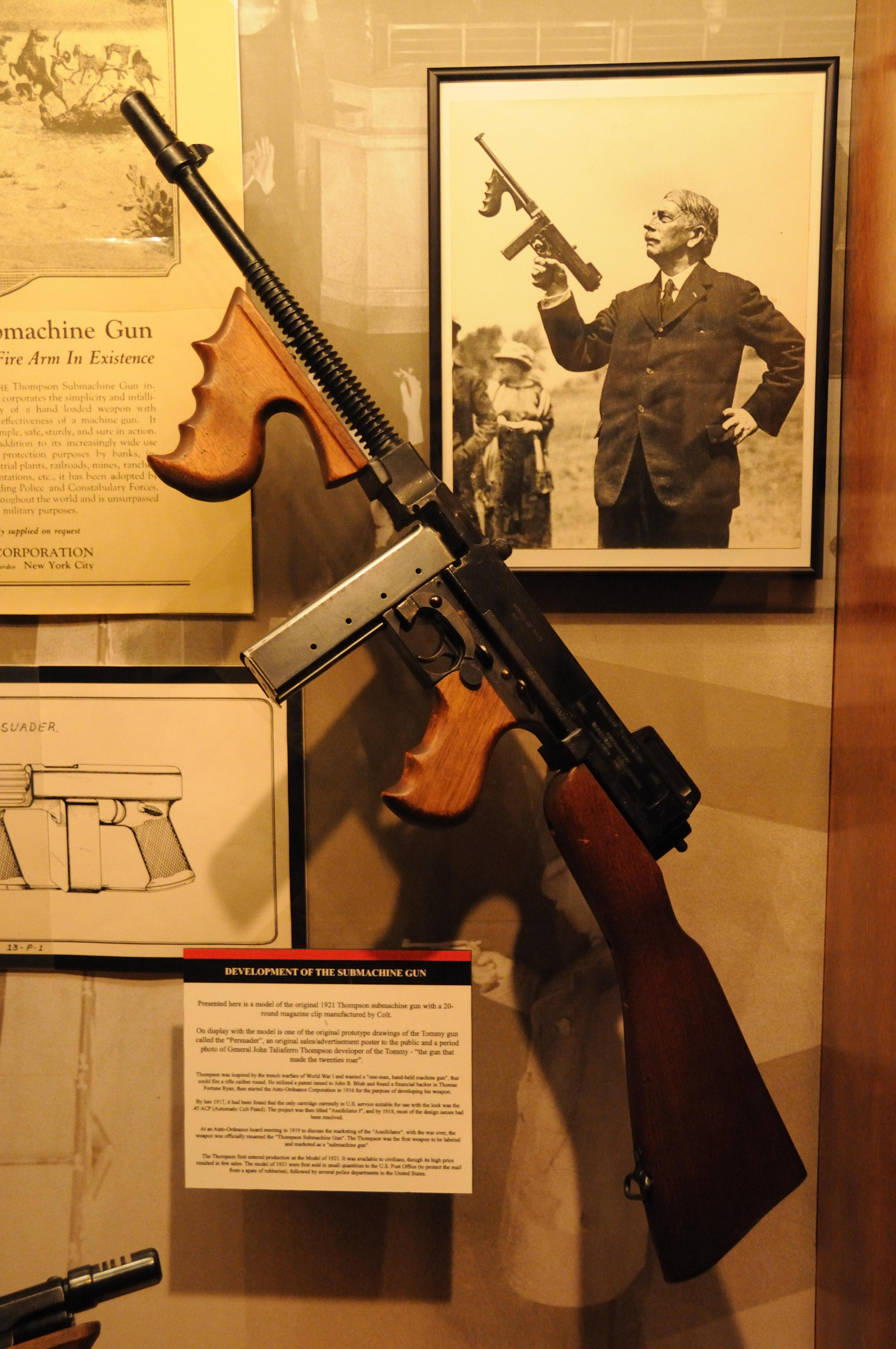 ファイル:Thompson-SMG-M1928 jpg - Wikipedia