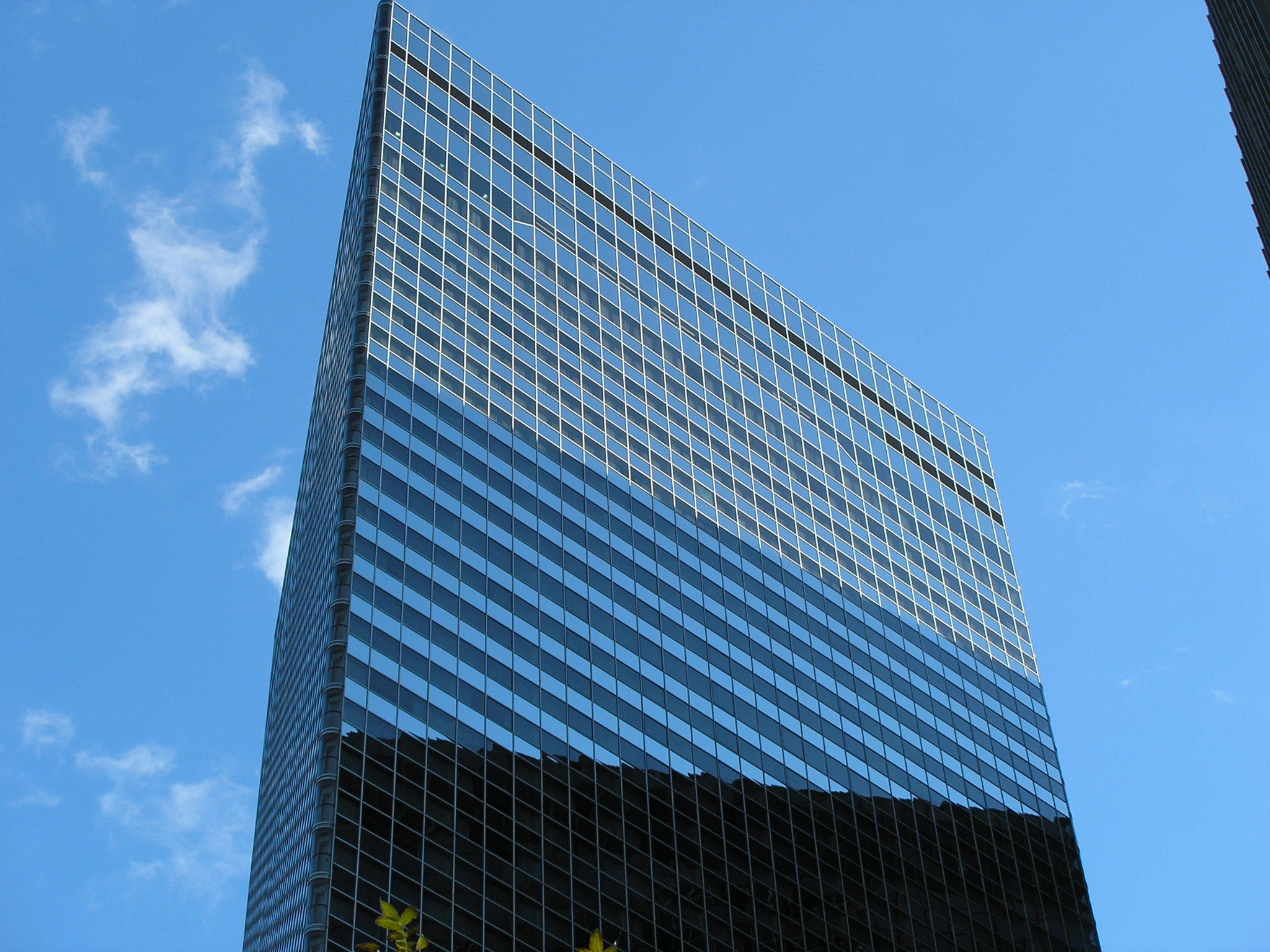 File:Triangular Building (Chicago).JPG