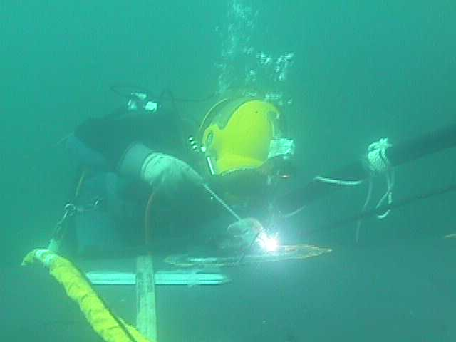 File:Underwater welding.jpg