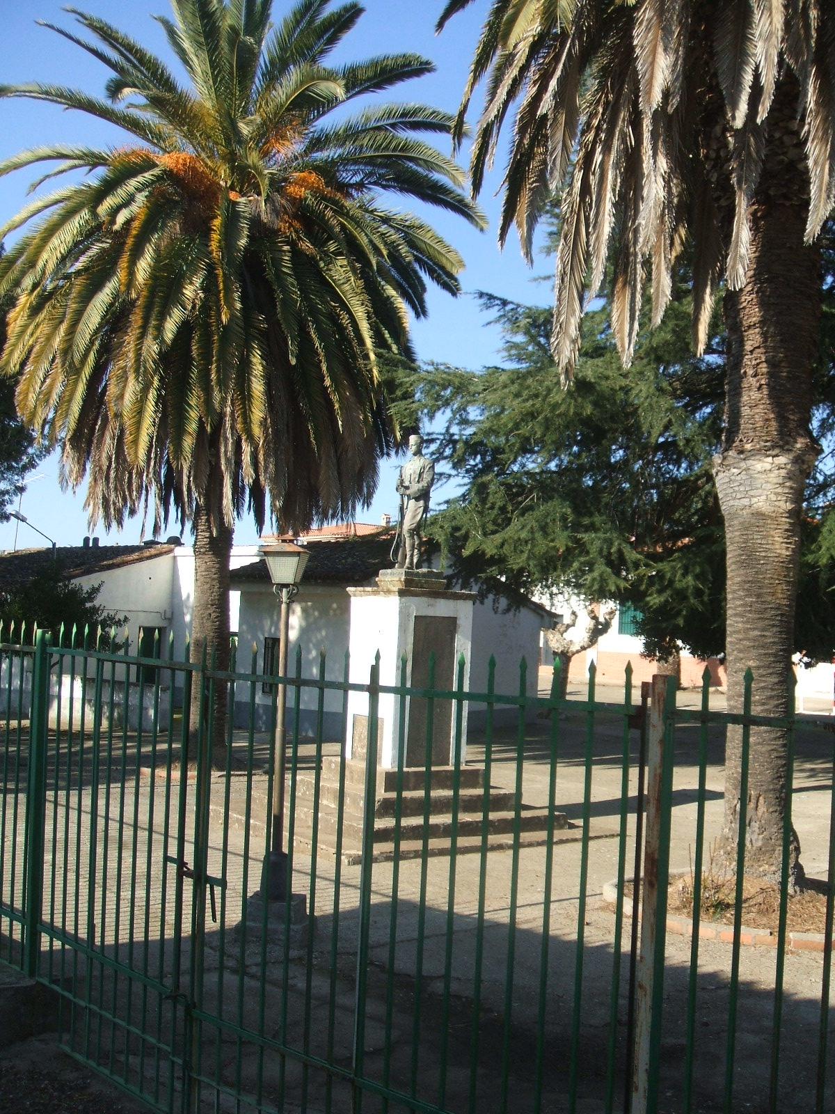 Archivo Villanueva De La Sierra Monumento A Inocencio Rubio Jpg