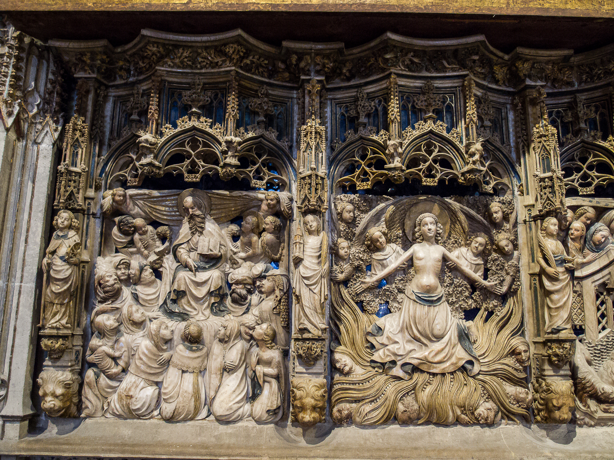 https://upload.wikimedia.org/wikipedia/commons/b/bb/WLM14ES_-_Tarragona_Catedral_de_Tarragona_Interior_00044_-_.jpg