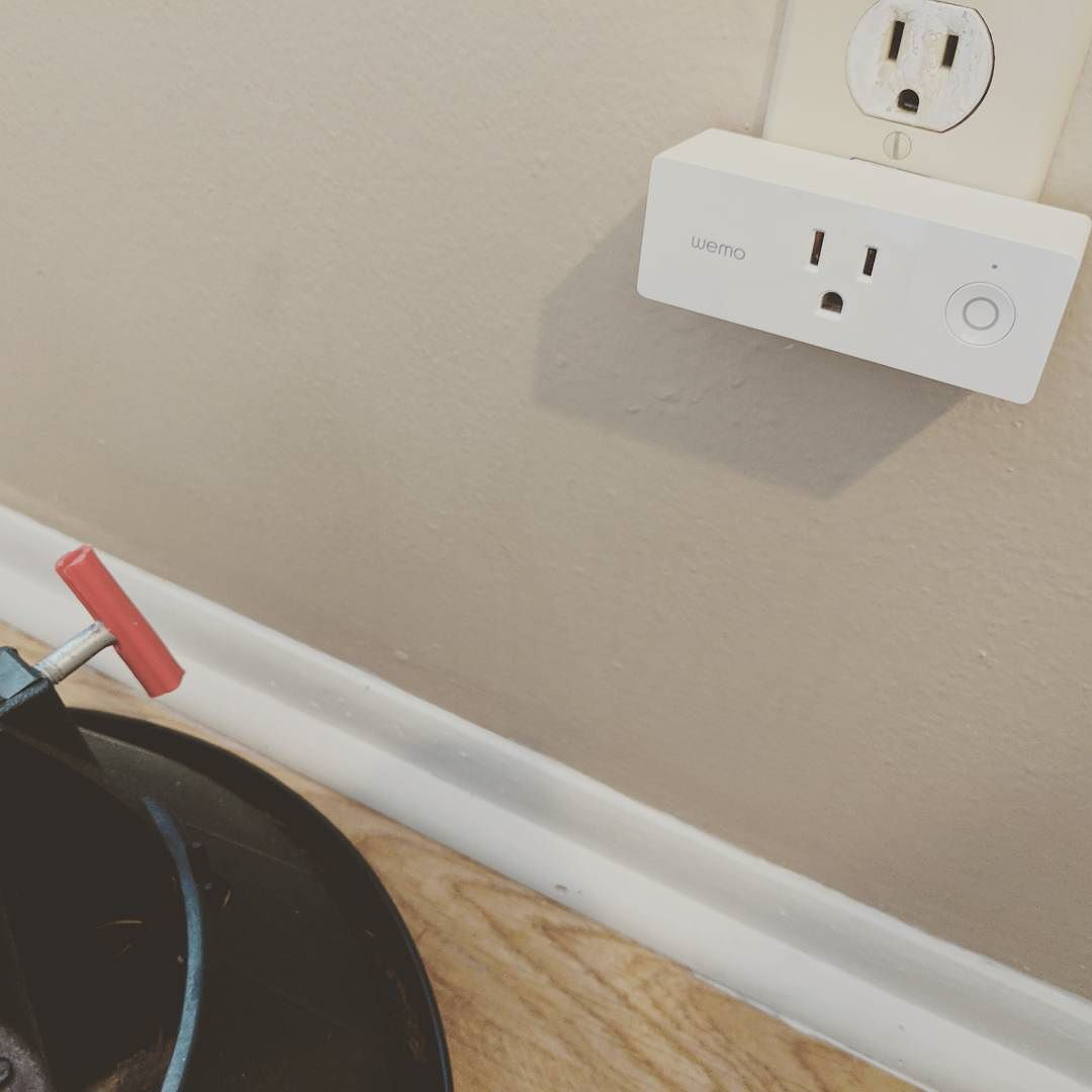 File:WeMo Mini Smartplug jpg - Wikimedia Commons