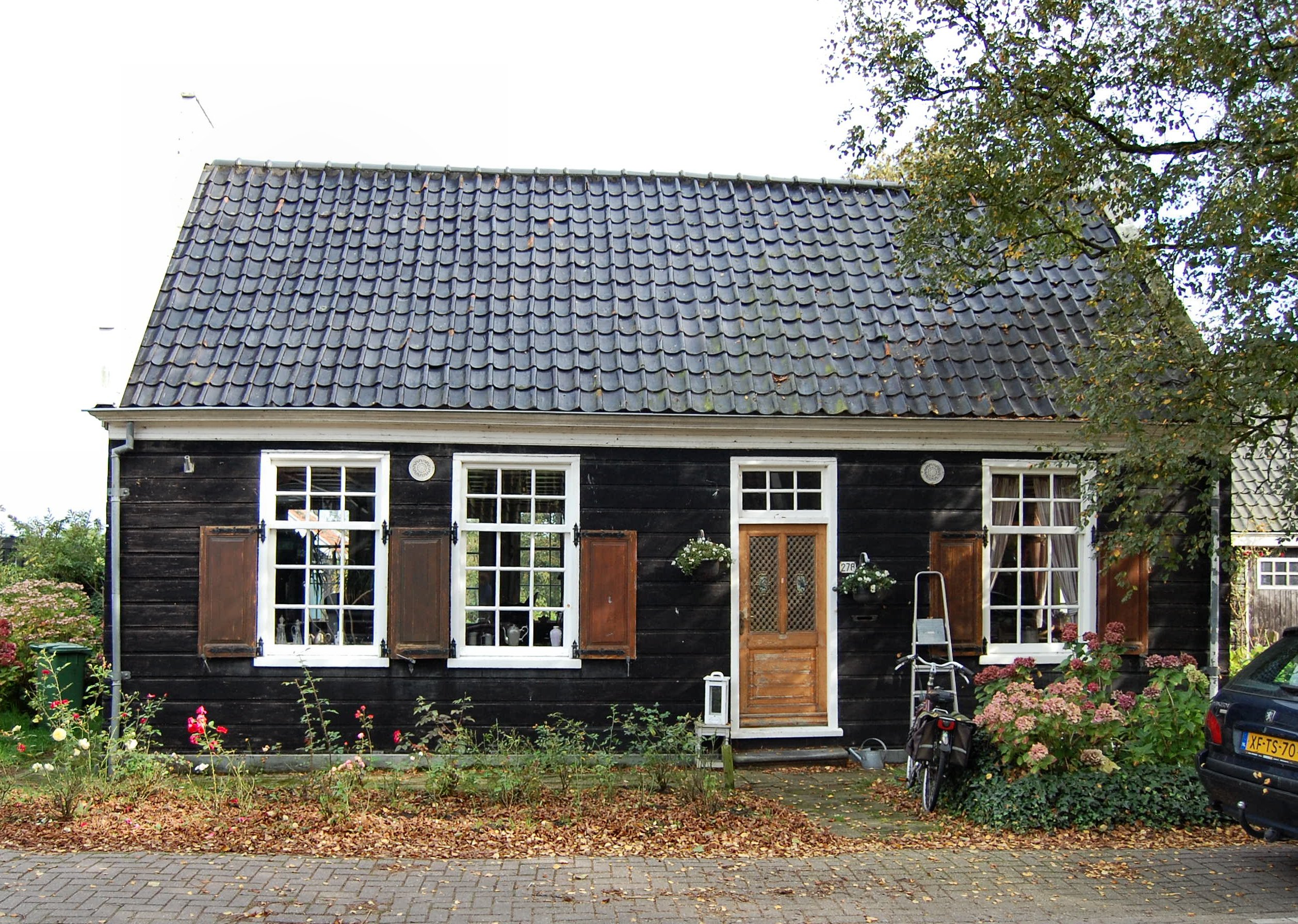 Houten huis in westzaan monument for Zelf woning bouwen prijzen