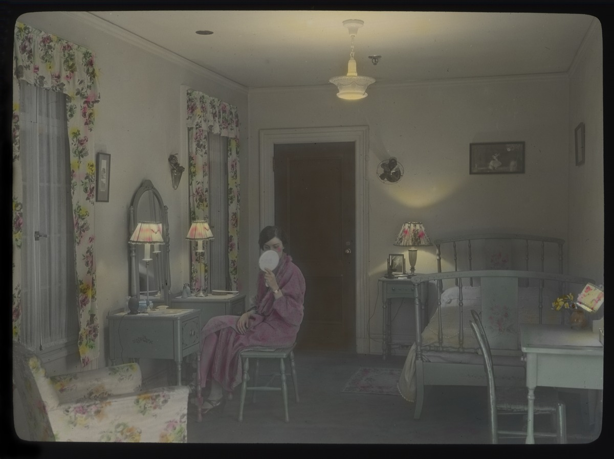 file woman in bedroom 1930s 15470517465 jpg wikimedia