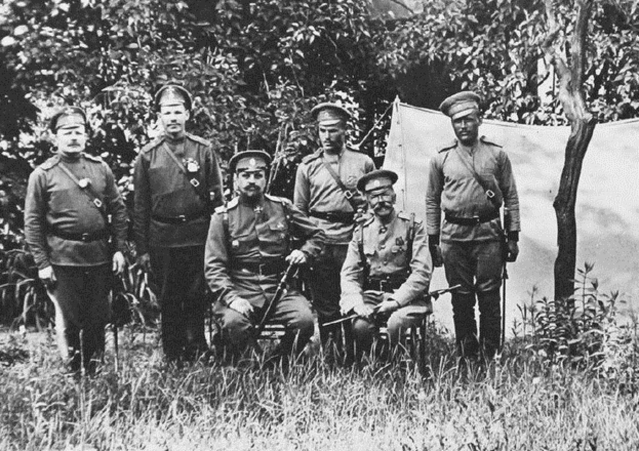 Файл:Военно-художественный отряд (1915).jpg