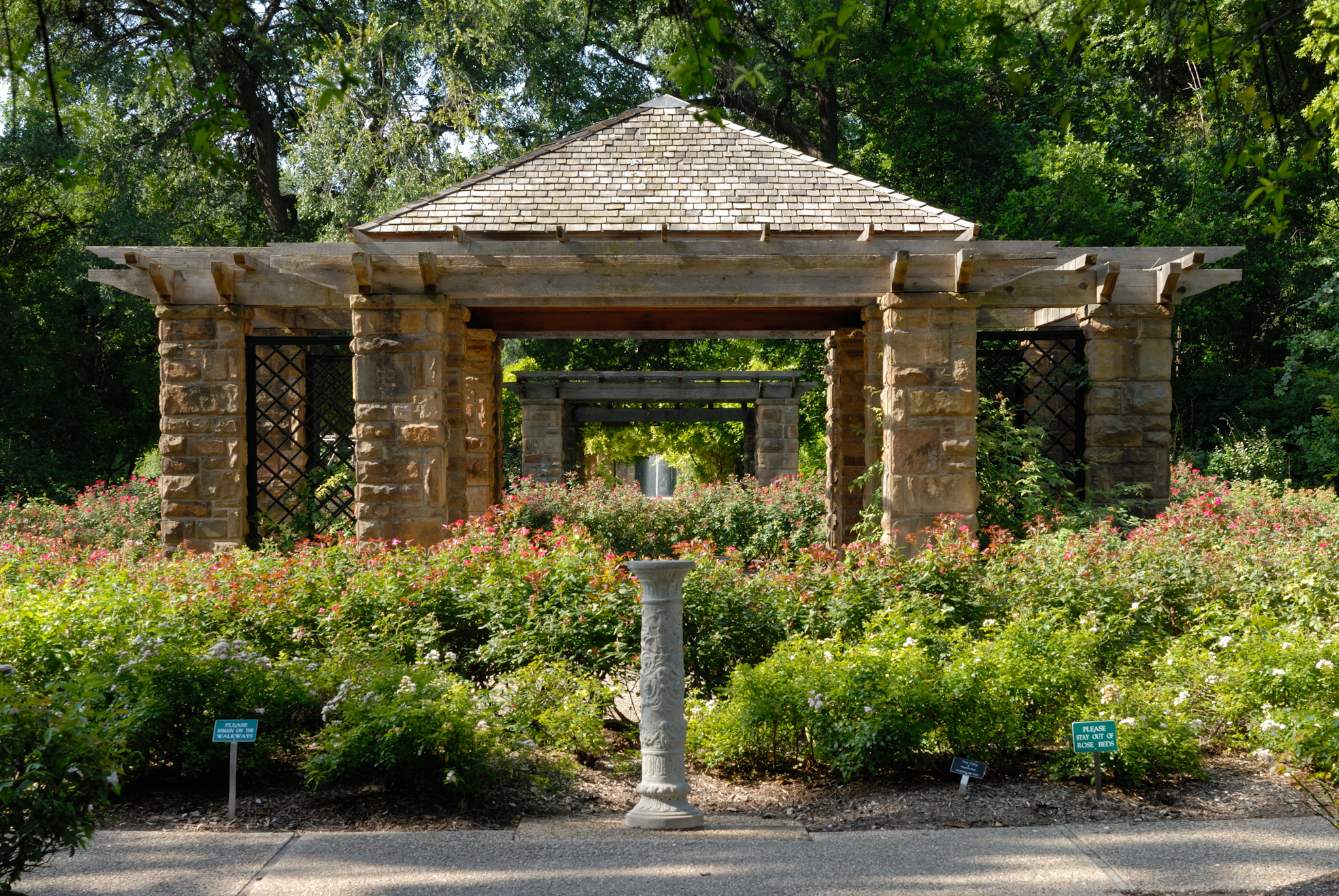 File:0011Fort Worth Botanic Garden Oval Rose Pavillion N Texas