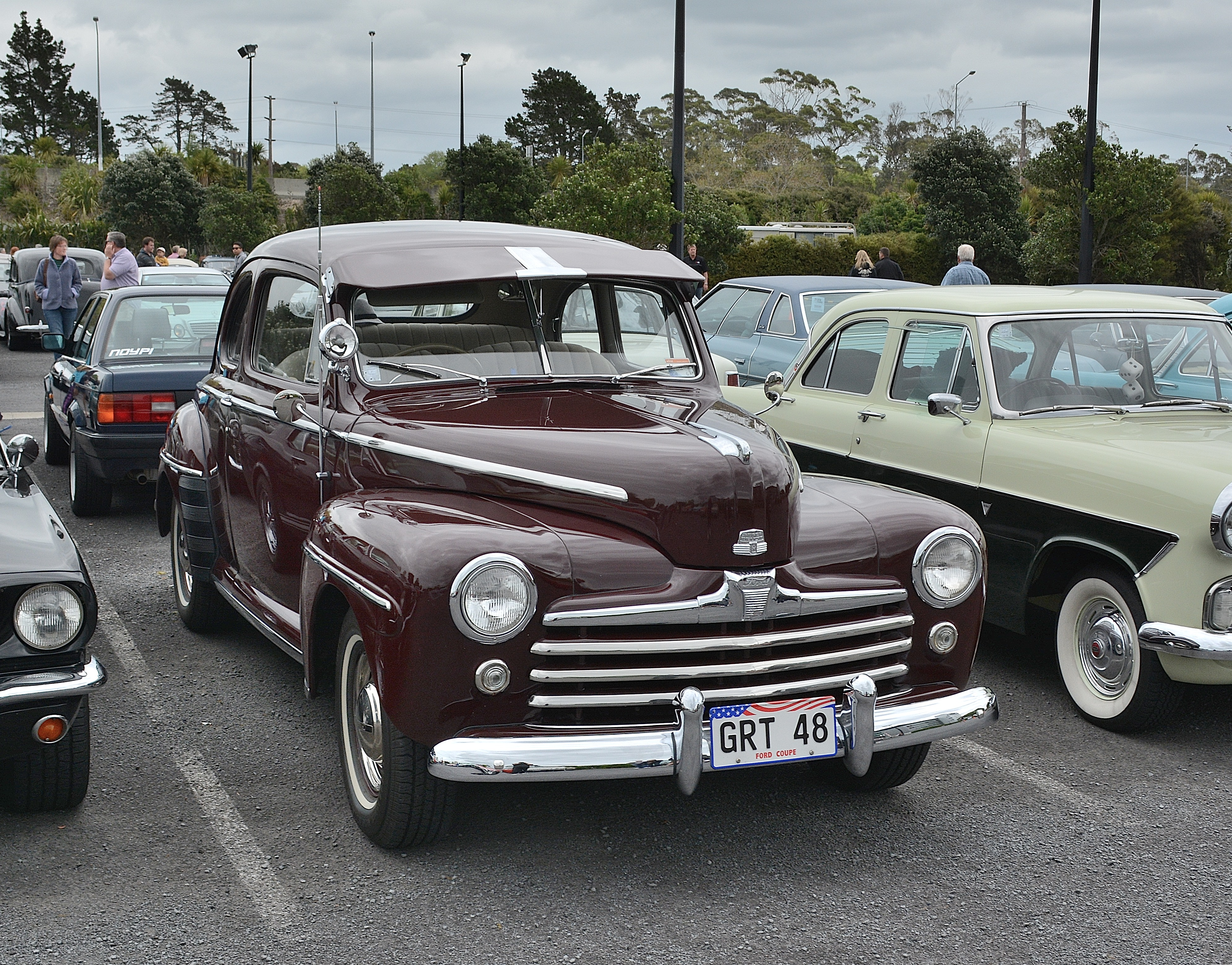 1948_Ford_Coupe_(15474839379).jpg