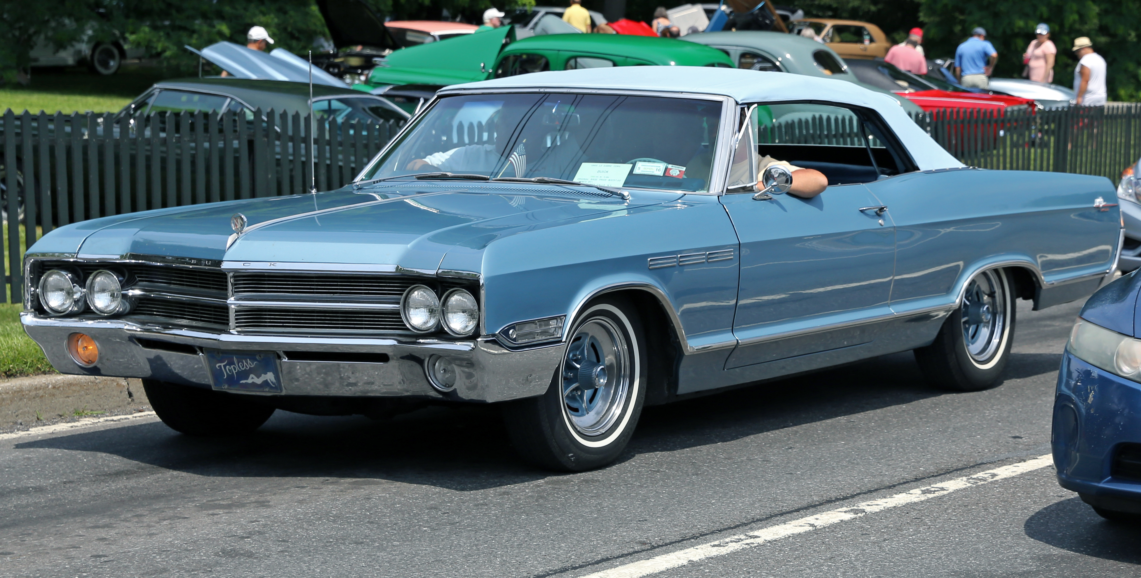 File 1965 Buick Lesabre Convertible In Blue Front Left Jpg Wikimedia Commons