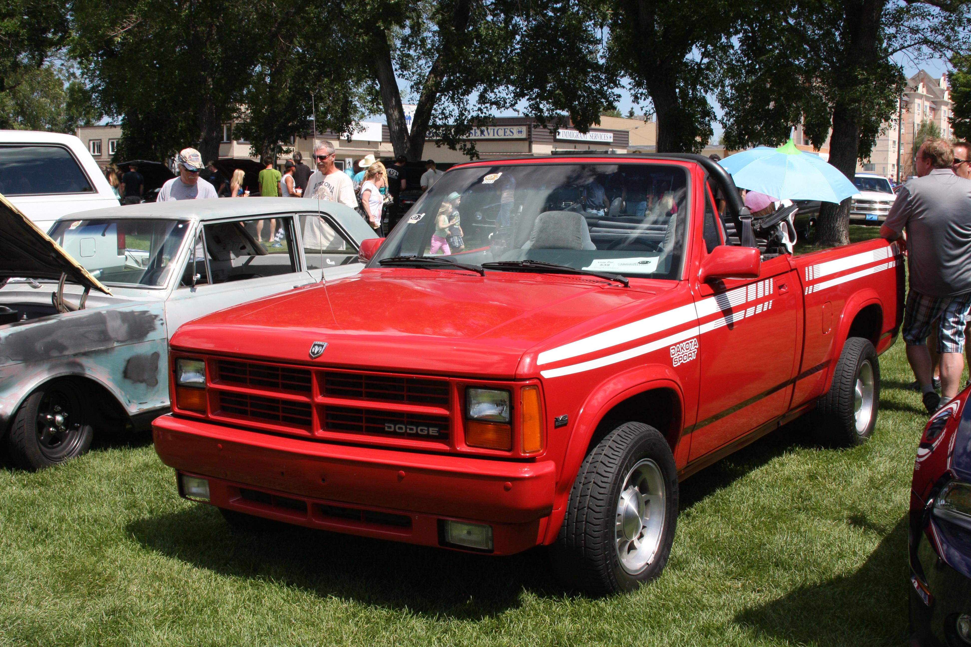 1990_Dodge_Dakota_Convertible_(941354435