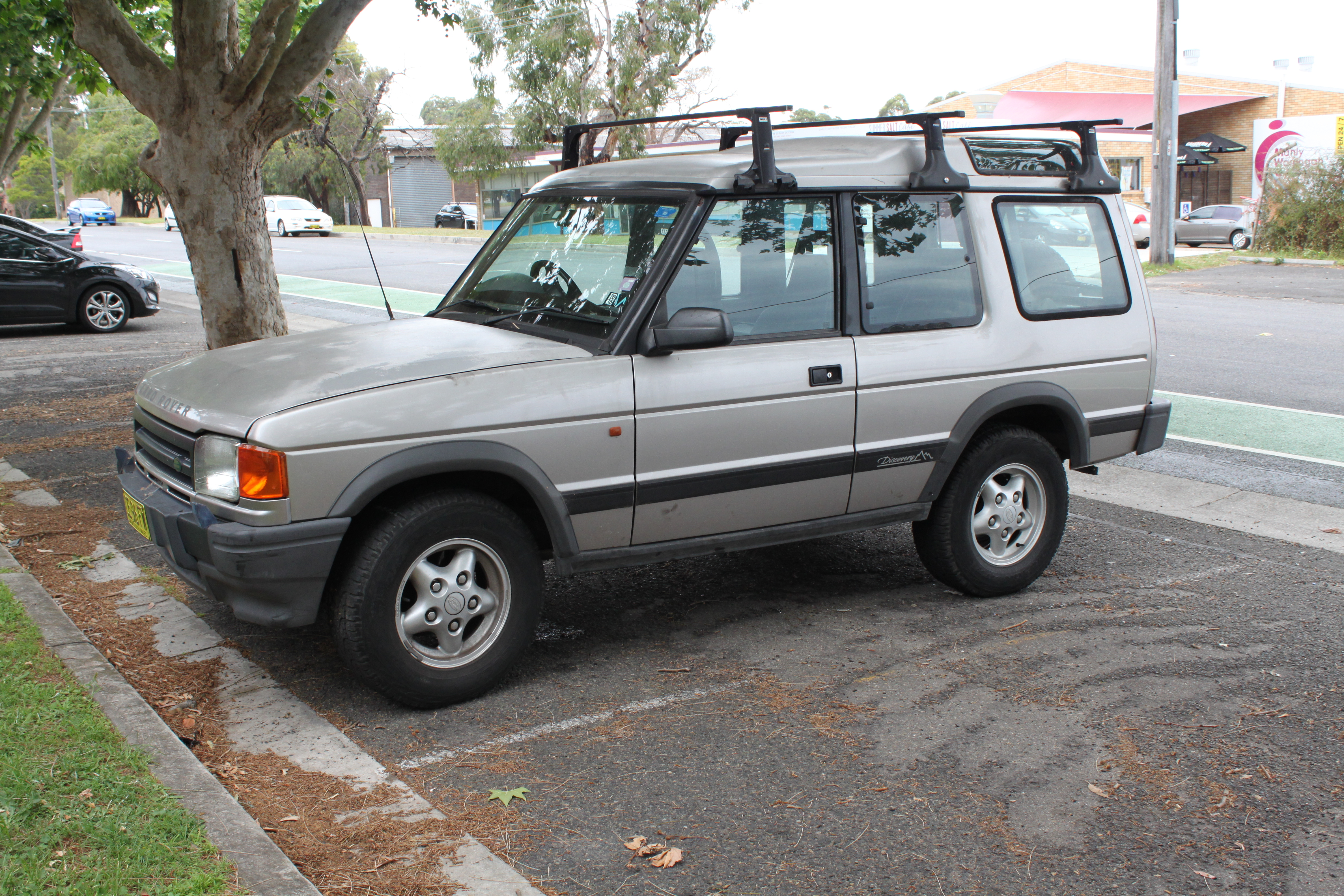 File1994 Land Rover Discovery 3-door wagon (23045379742).jpg & File:1994 Land Rover Discovery 3-door wagon (23045379742).jpg ...