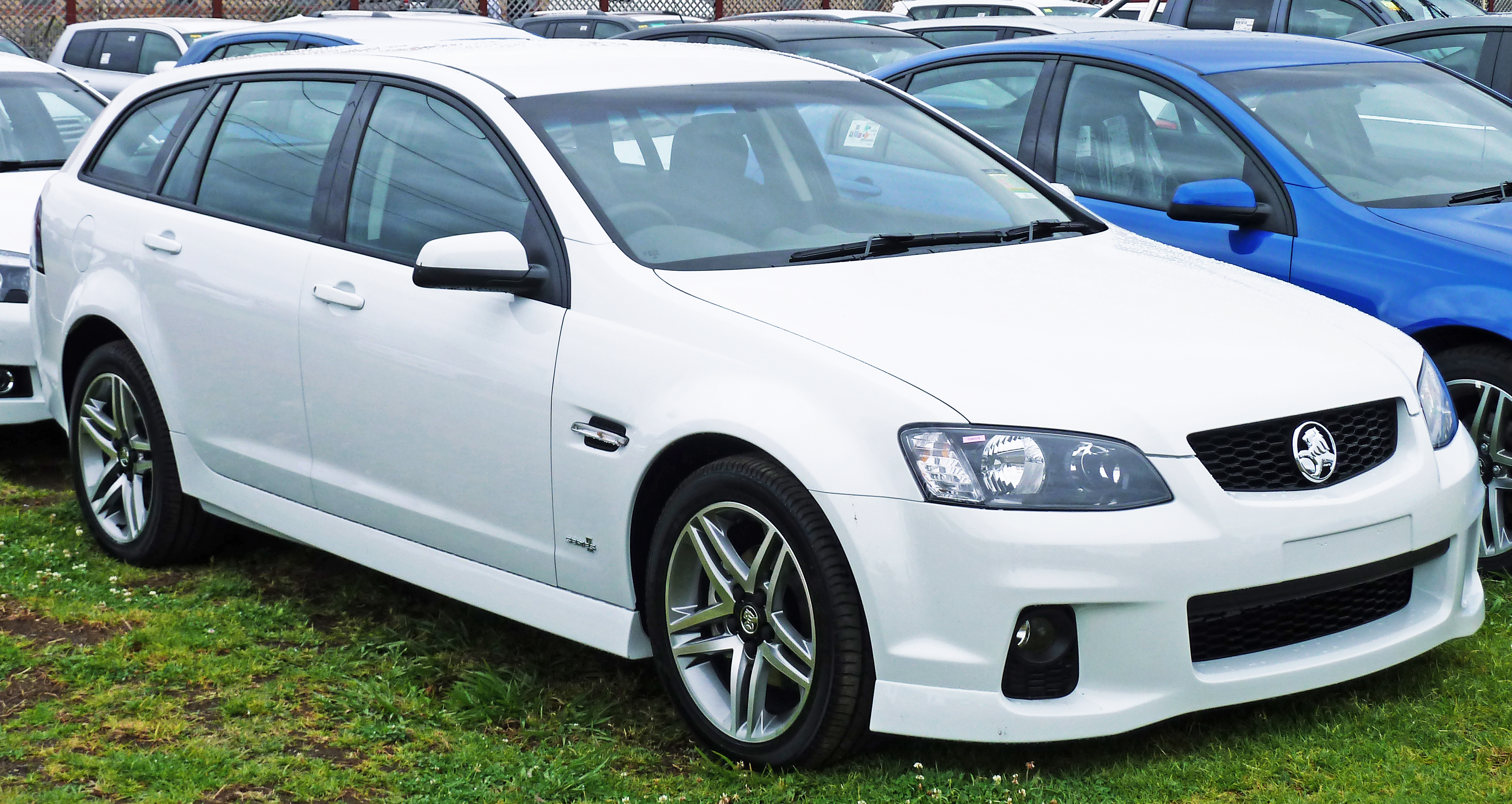 100 ideas holden commodore sports wagon on evadete file2010 holden ve ii commodore my11 sv6 sportwagon 01jpg vanachro Image collections