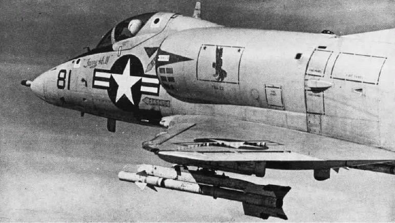 A-4B_VA-22_AIM-9B_NAN3-68.jpg