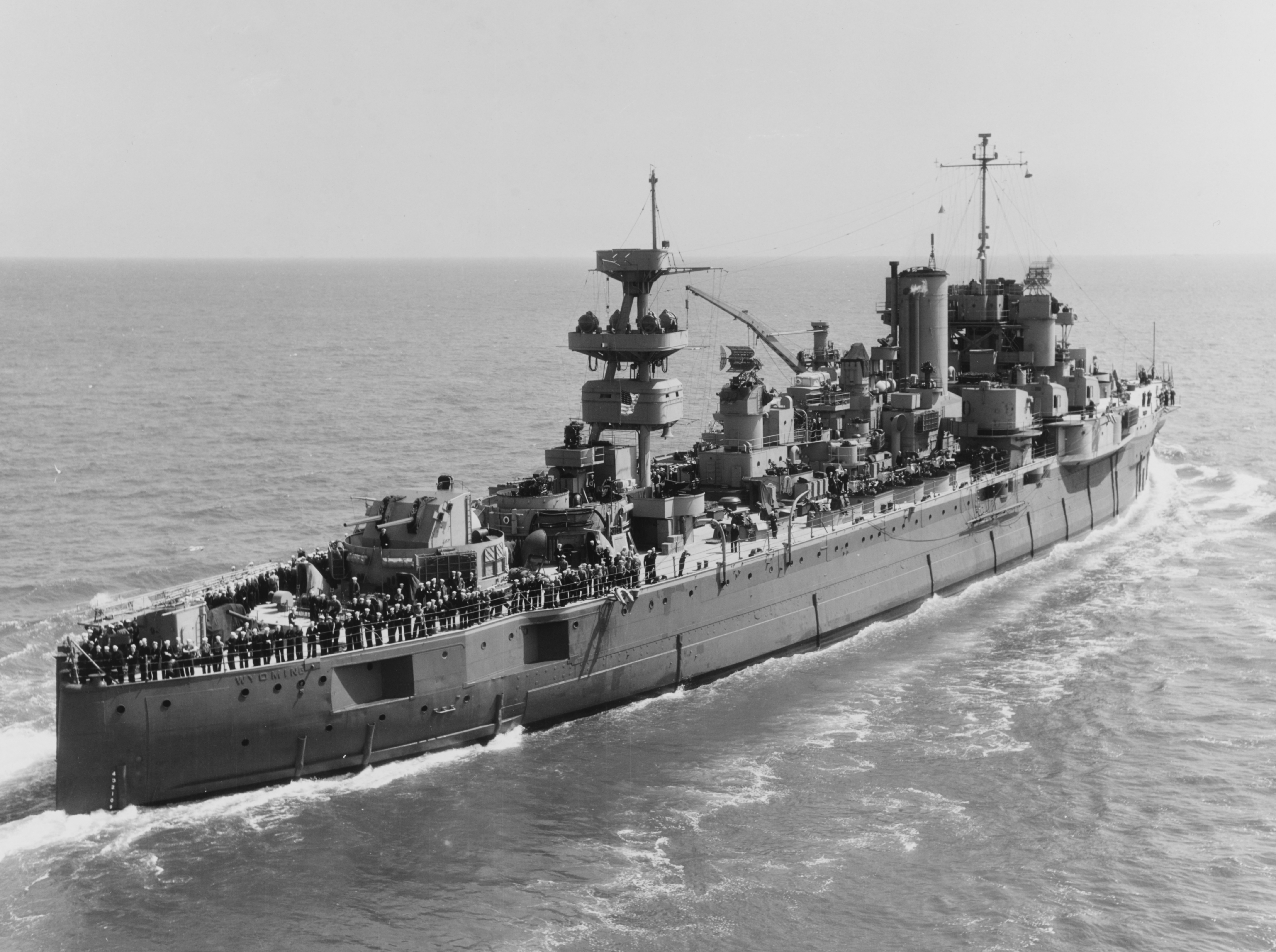 Aft_view_of_USS_Wyoming_(AG-17)_underway