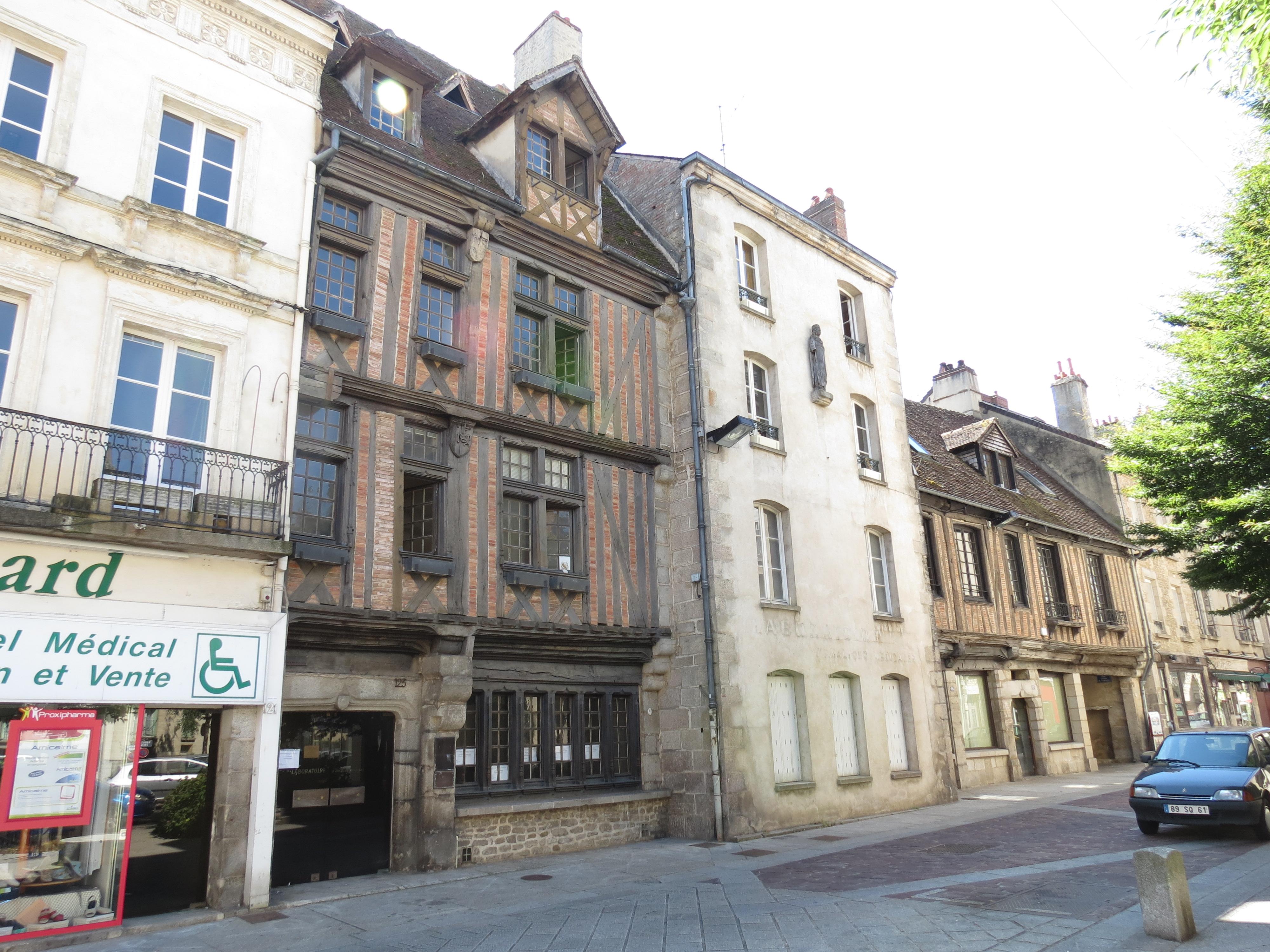 File alen on 121 127 grande rue 1 jpg wikimedia commons for Maison france confort alencon