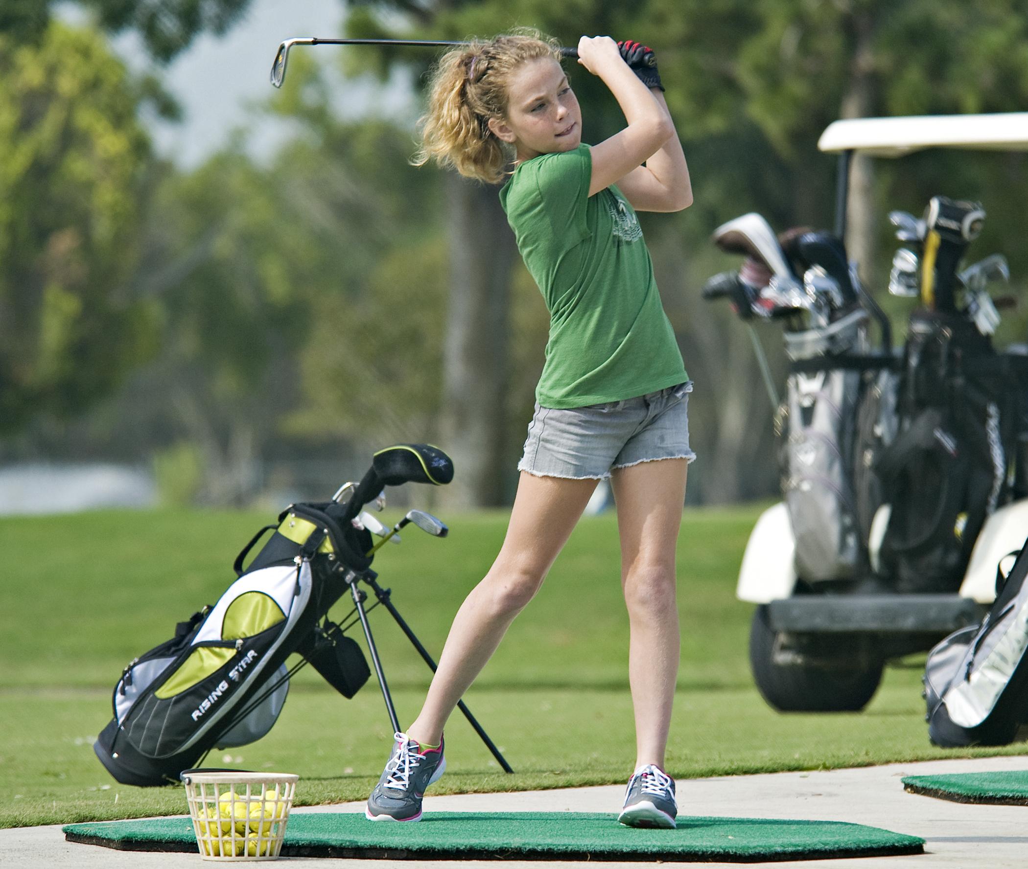 https://upload.wikimedia.org/wikipedia/commons/b/bc/Annual_Junior_Golf_Clinic_120613-F-ST721-276.jpg
