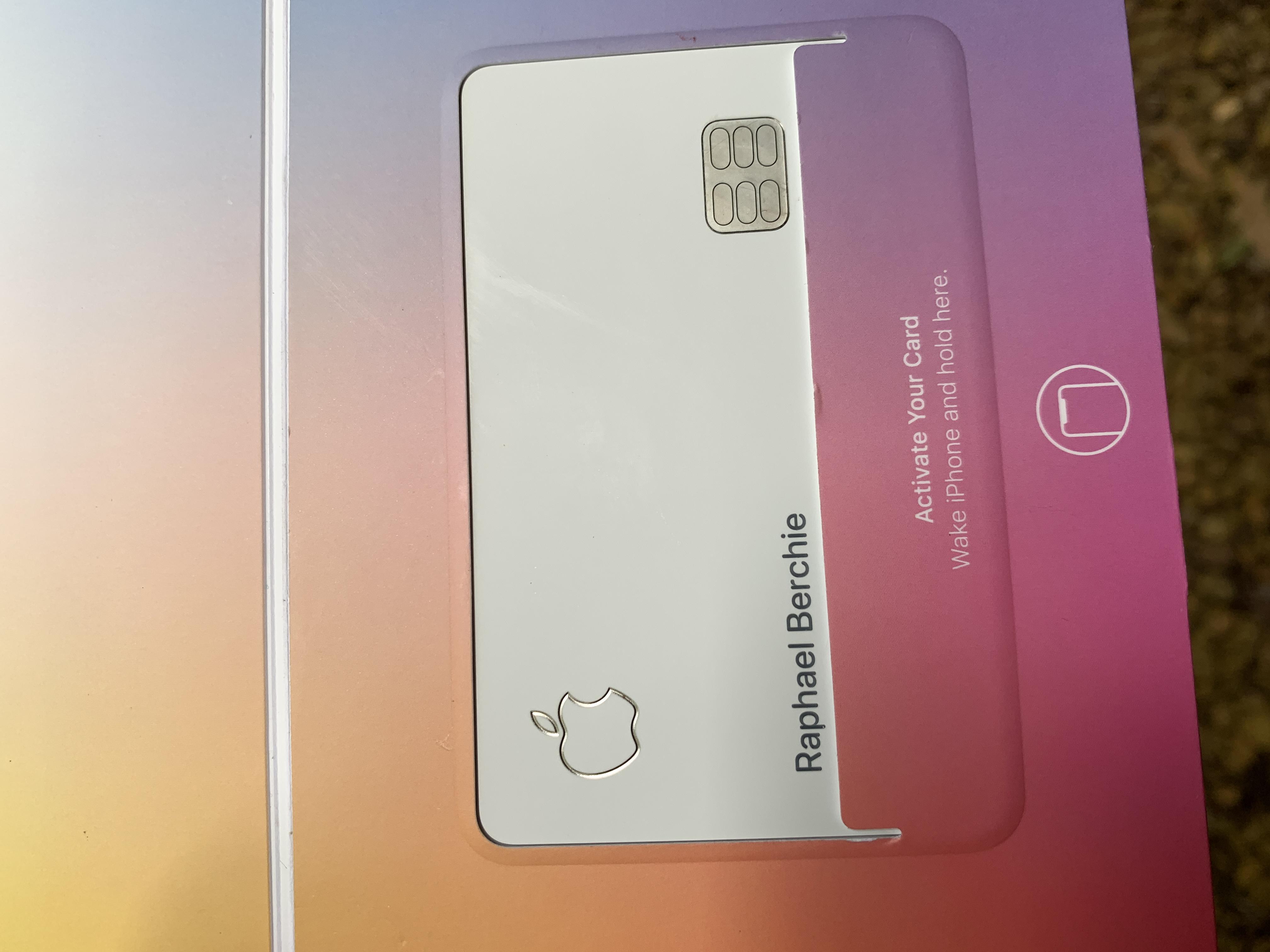 File:Apple credit card14 08 05 426000.jpeg - Wikimedia Commons