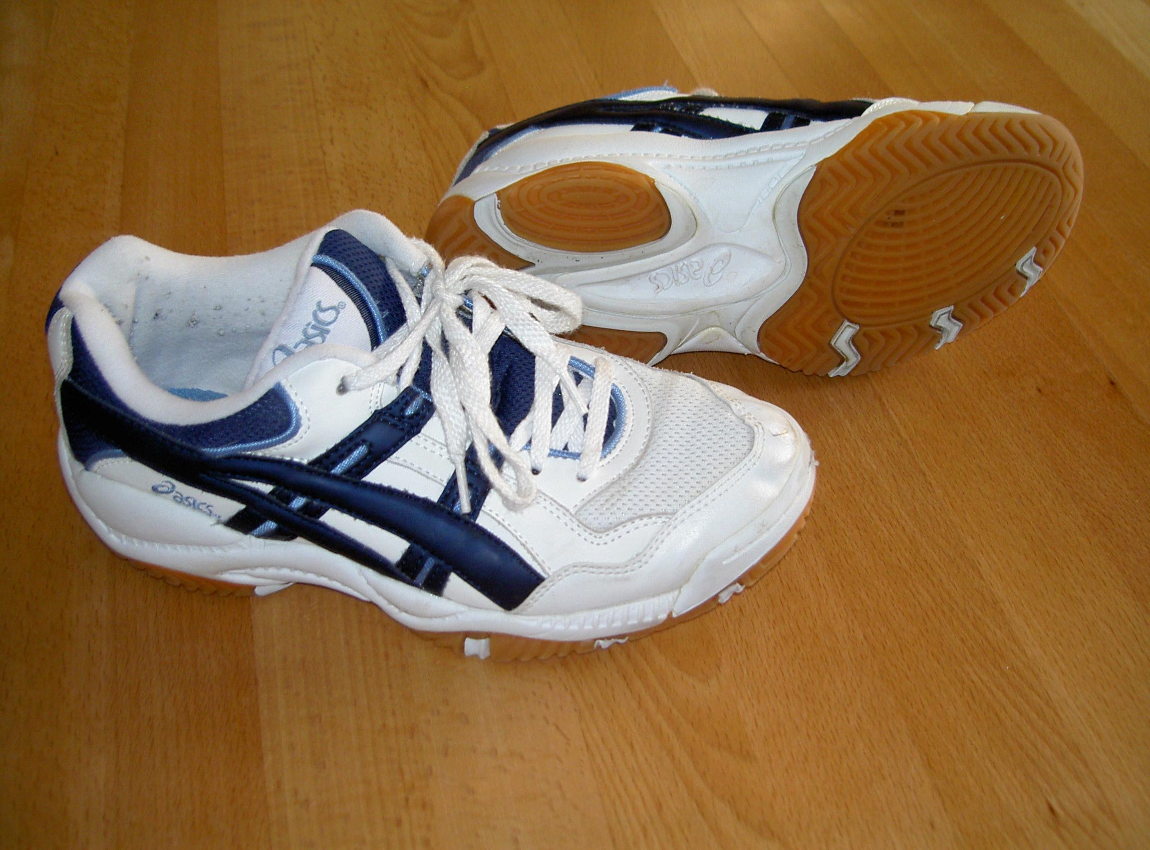 zapatos asics wikipedia