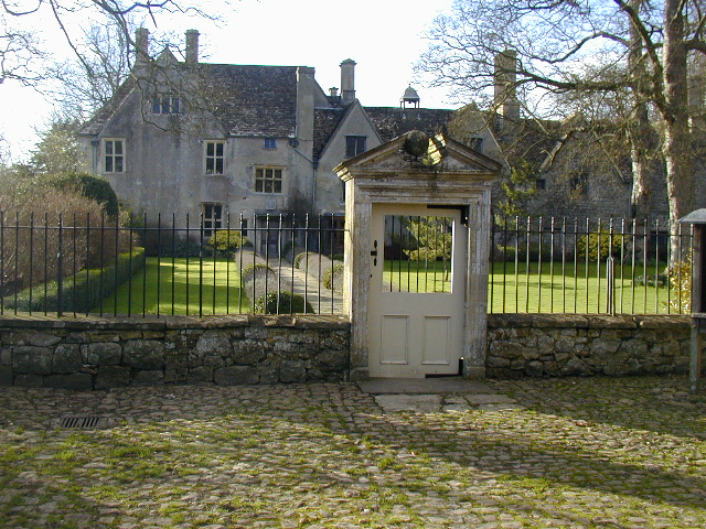 File:Avebury Manor - geograph.org.uk - 429573.jpg