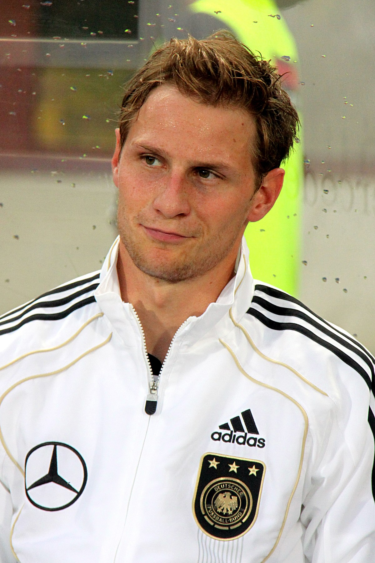 Benedikt Höwedes earned a  million dollar salary, leaving the net worth at 18.3 million in 2017