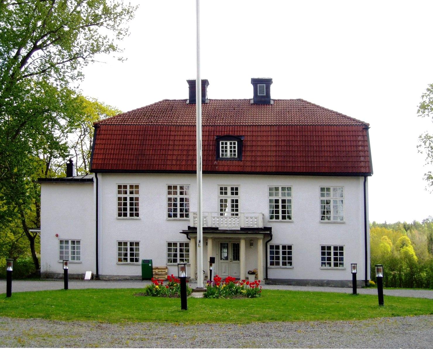 Kalmar to Berga centrum - 3 ways to travel via train, bus, and car