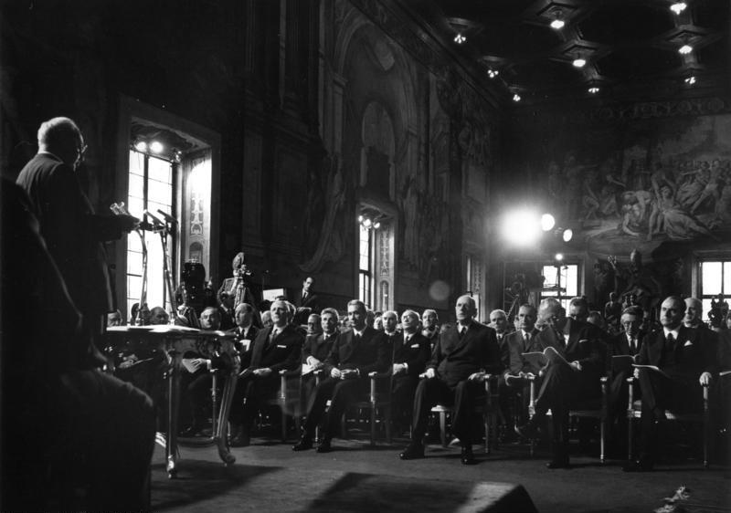File:Bundesarchiv B 145 Bild-F024895-0005, Italien, Rom, Gedenkfeier Römische Verträge.jpg